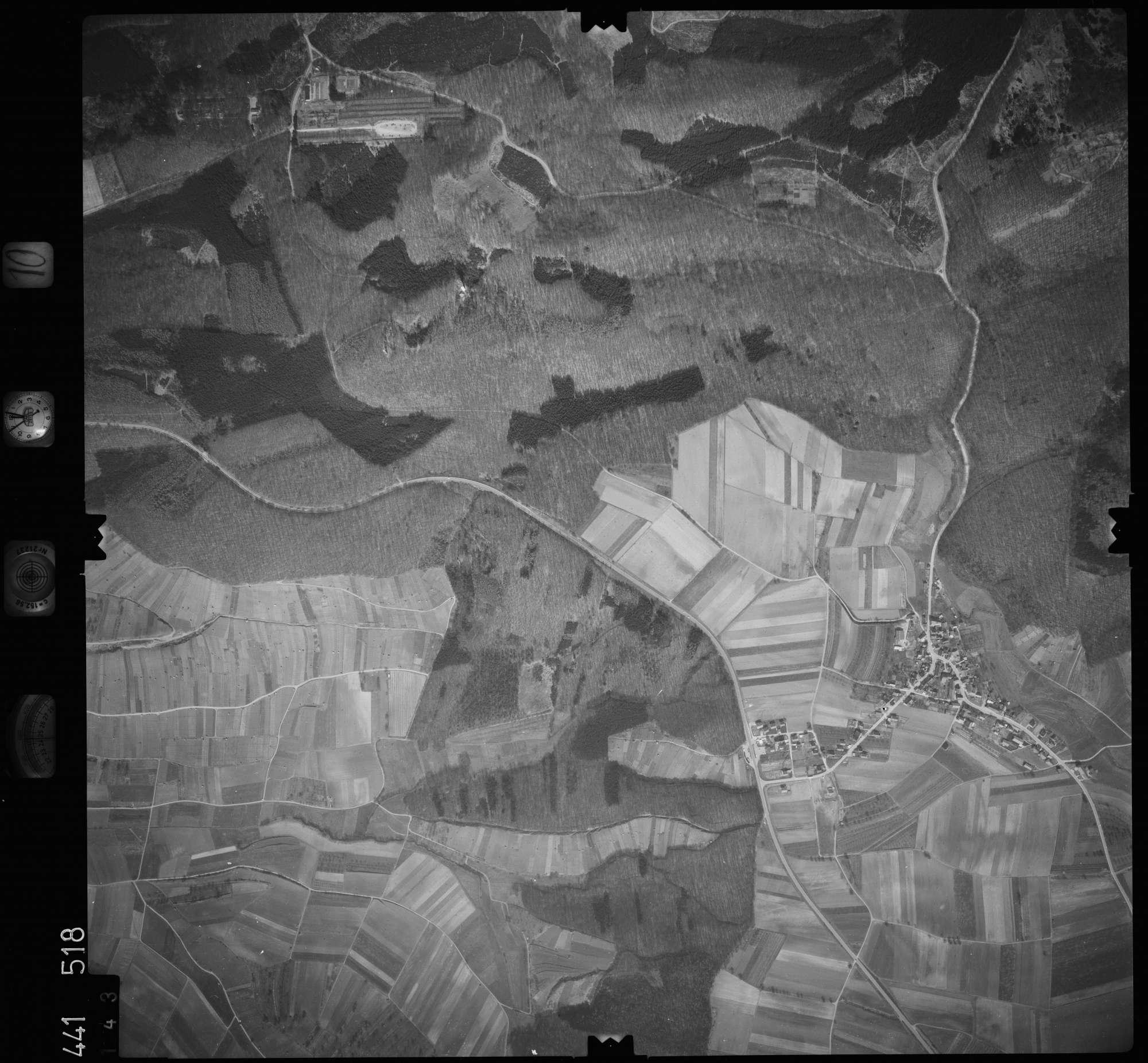 Luftbild: Film 10 Bildnr. 143, Bild 1
