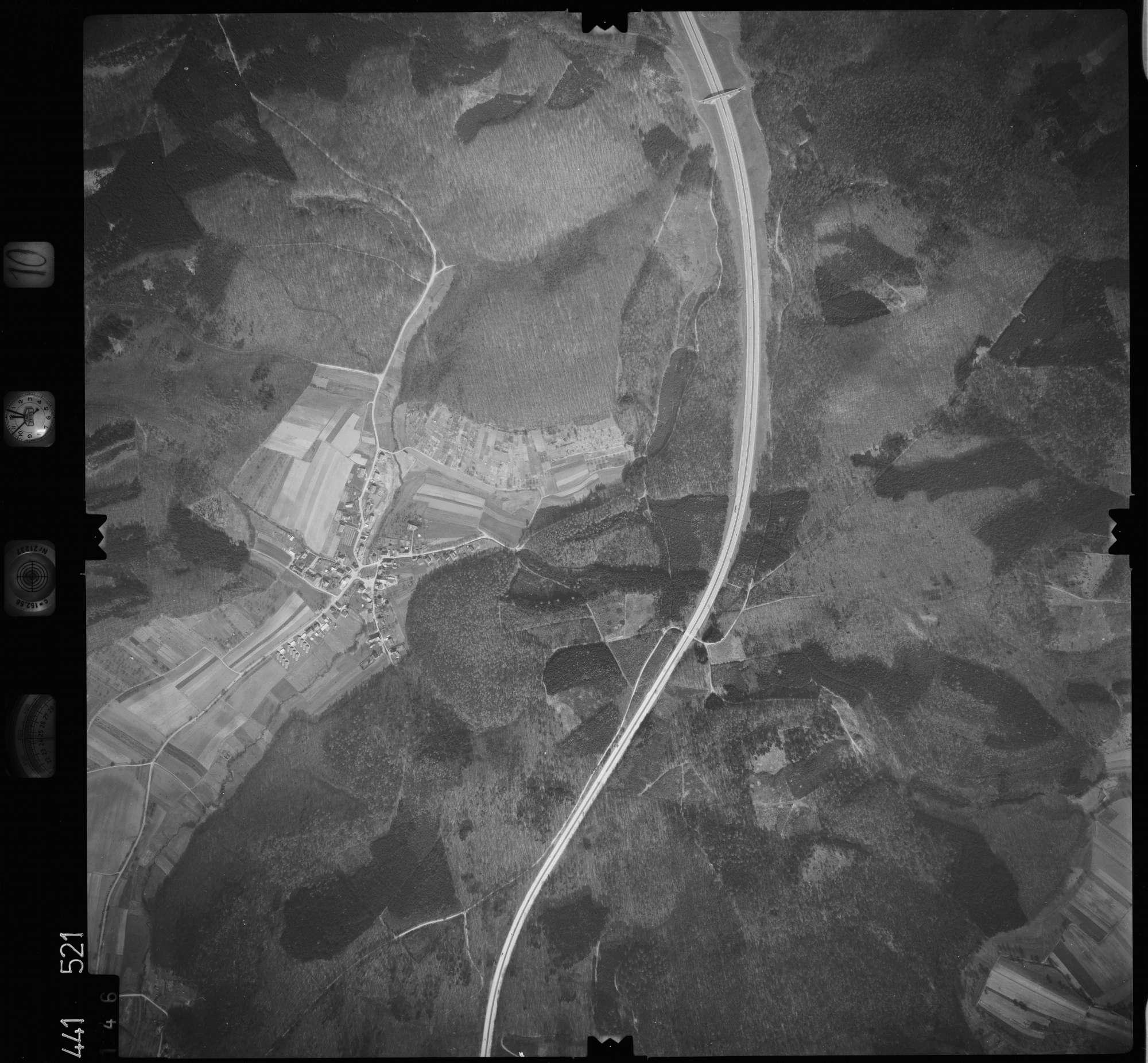 Luftbild: Film 10 Bildnr. 146, Bild 1