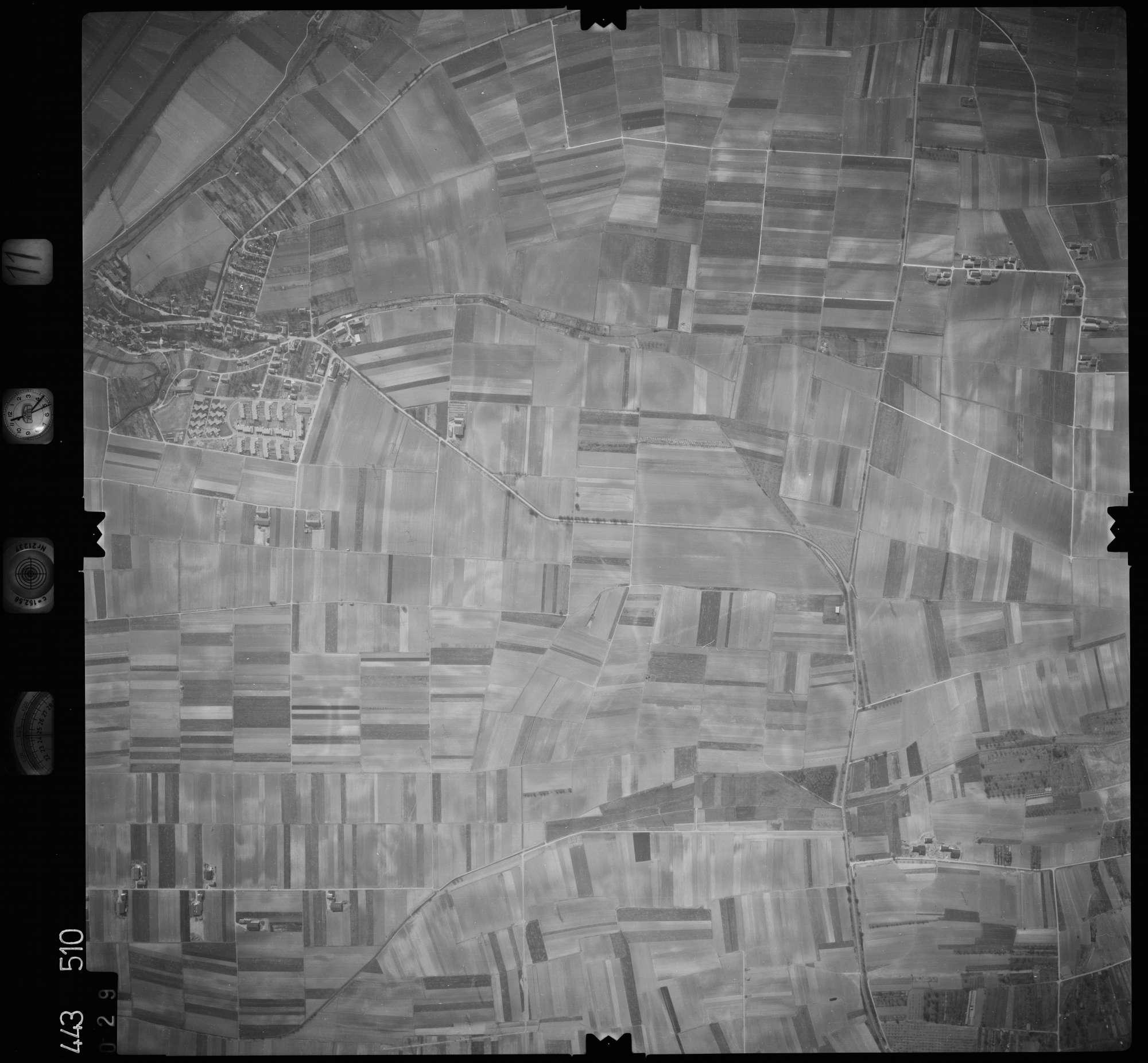 Luftbild: Film 11 Bildnr. 29, Bild 1