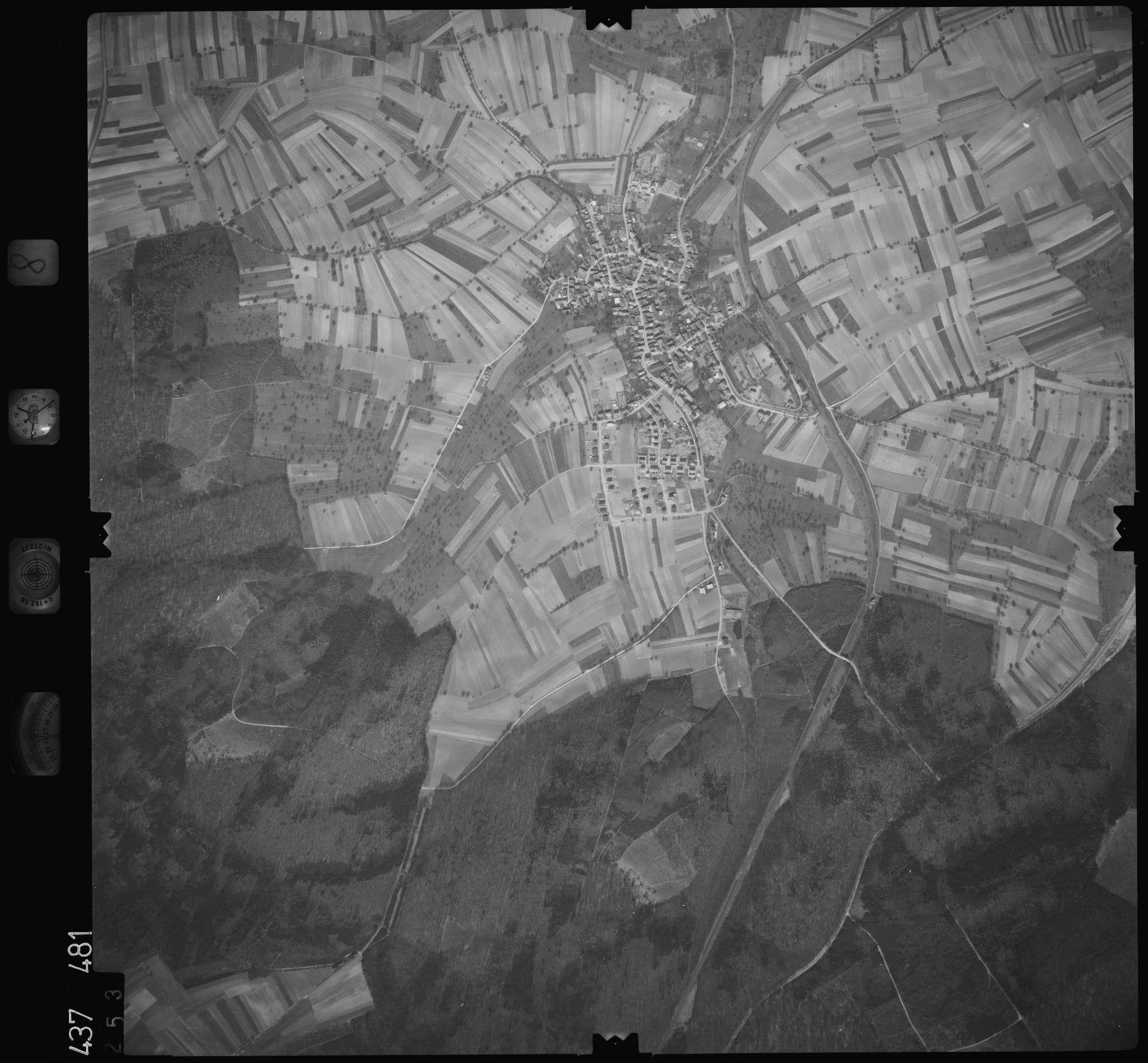 Luftbild: Film 8 Bildnr. 253, Bild 1