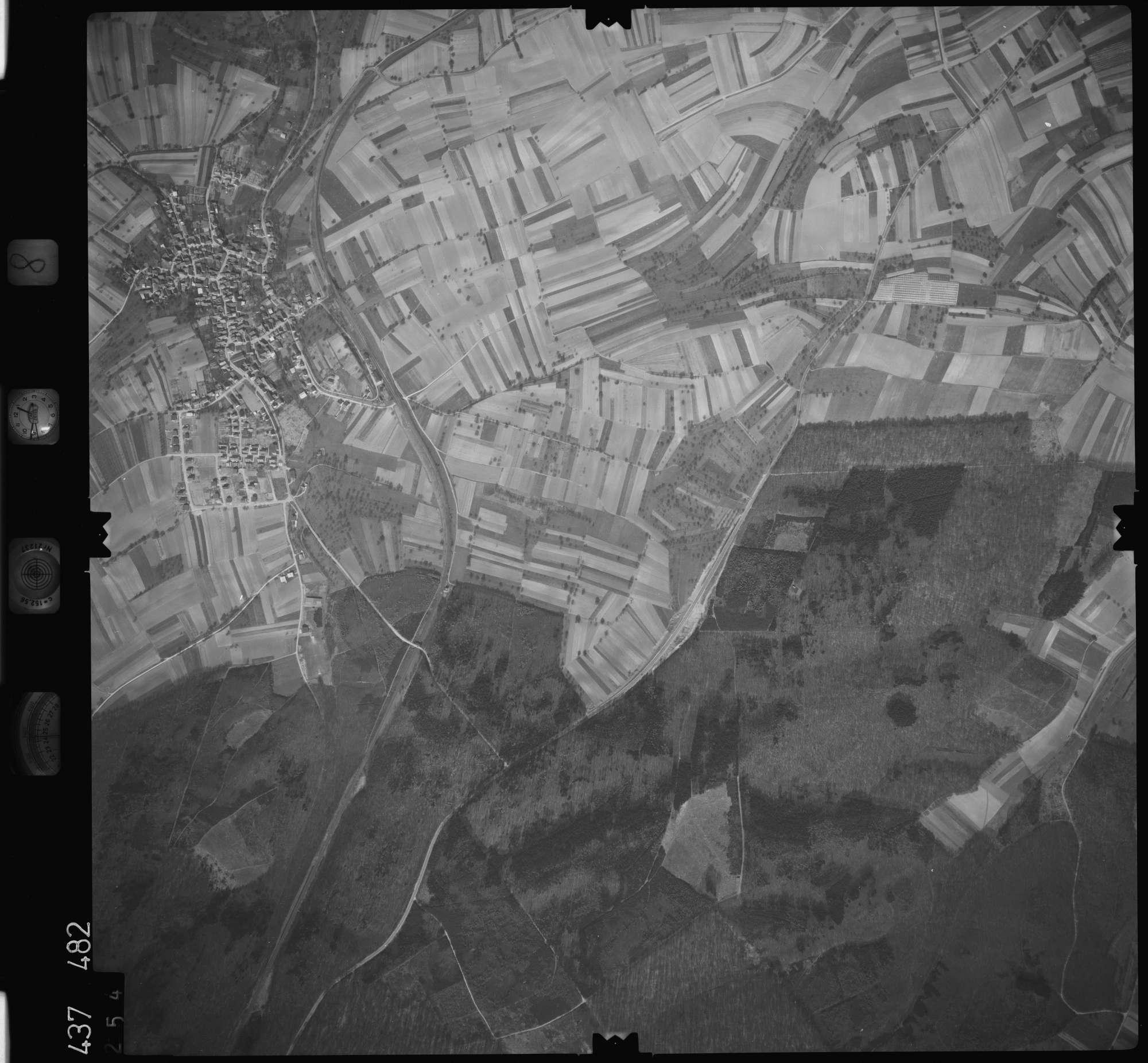 Luftbild: Film 8 Bildnr. 254, Bild 1