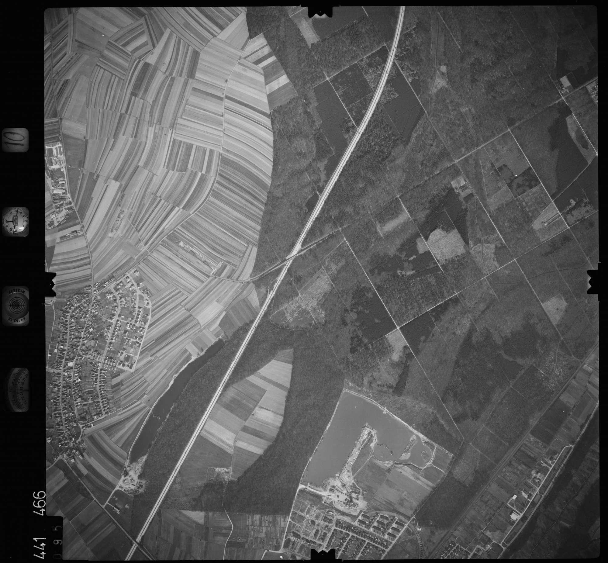 Luftbild: Film 10 Bildnr. 95, Bild 1
