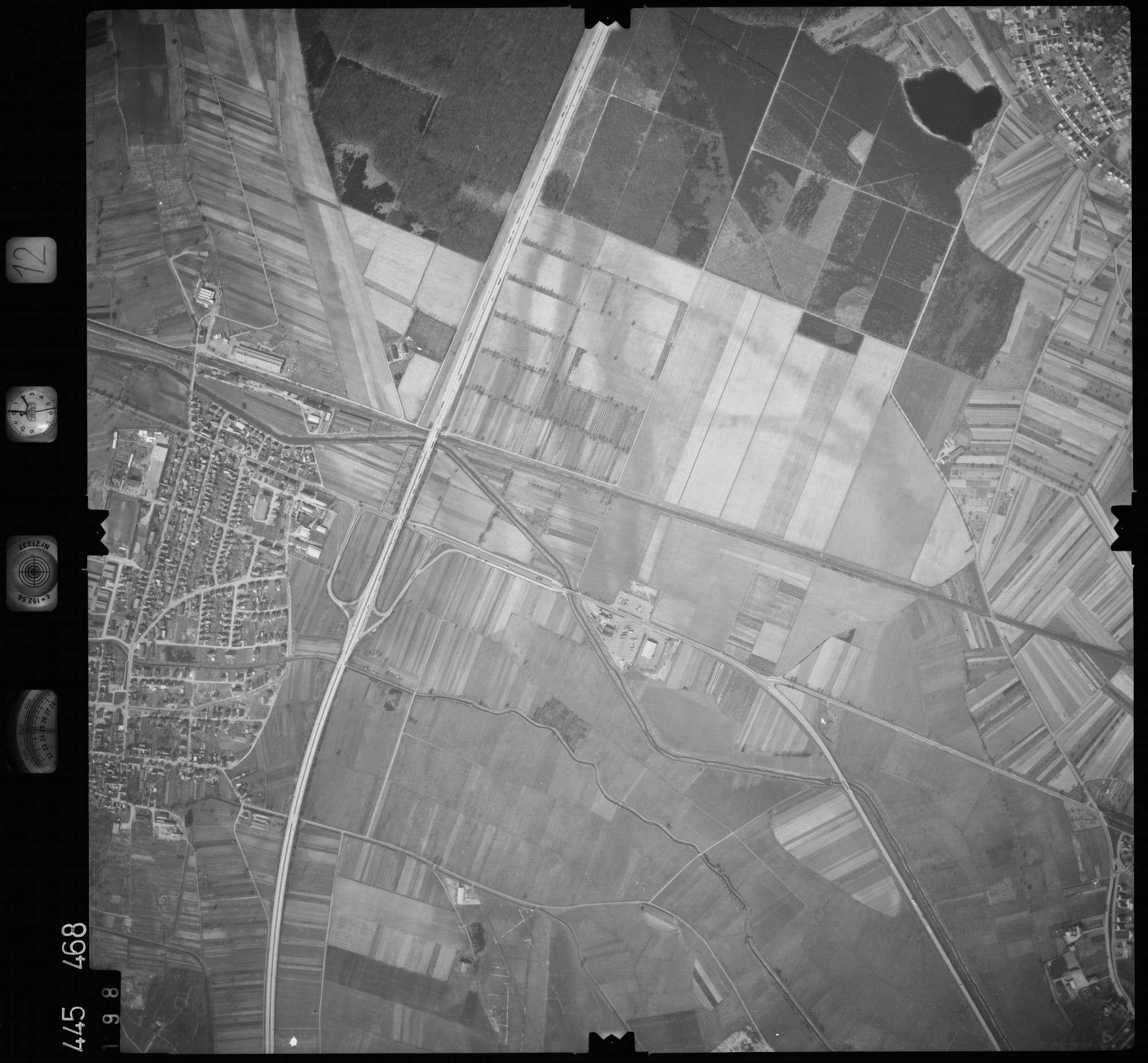Luftbild: Film 12 Bildnr. 198, Bild 1