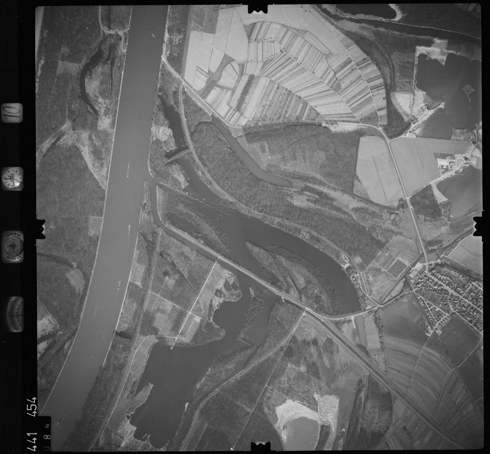 Luftbild: Film 10 Bildnr. 84, Bild 1