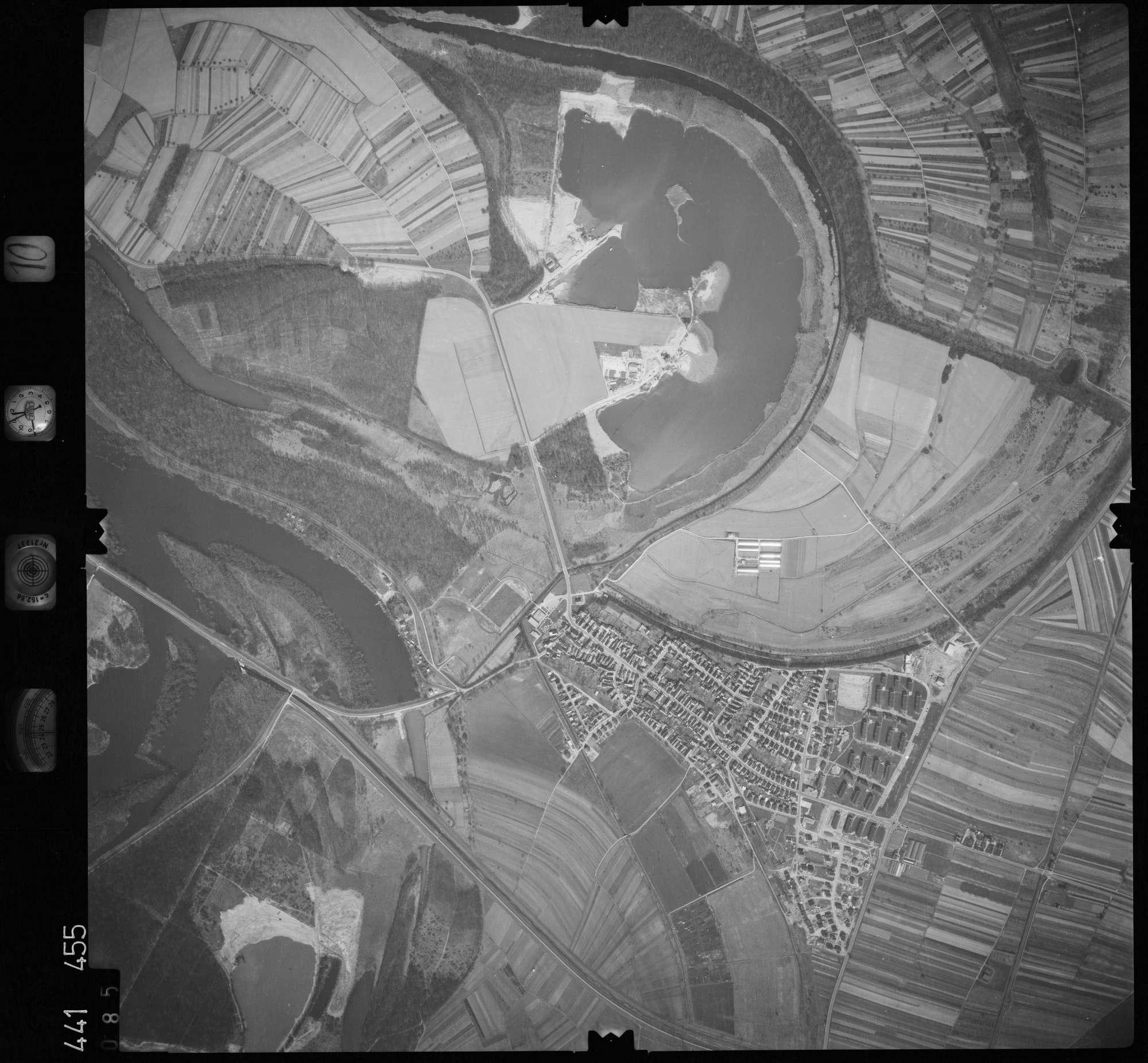 Luftbild: Film 10 Bildnr. 85, Bild 1