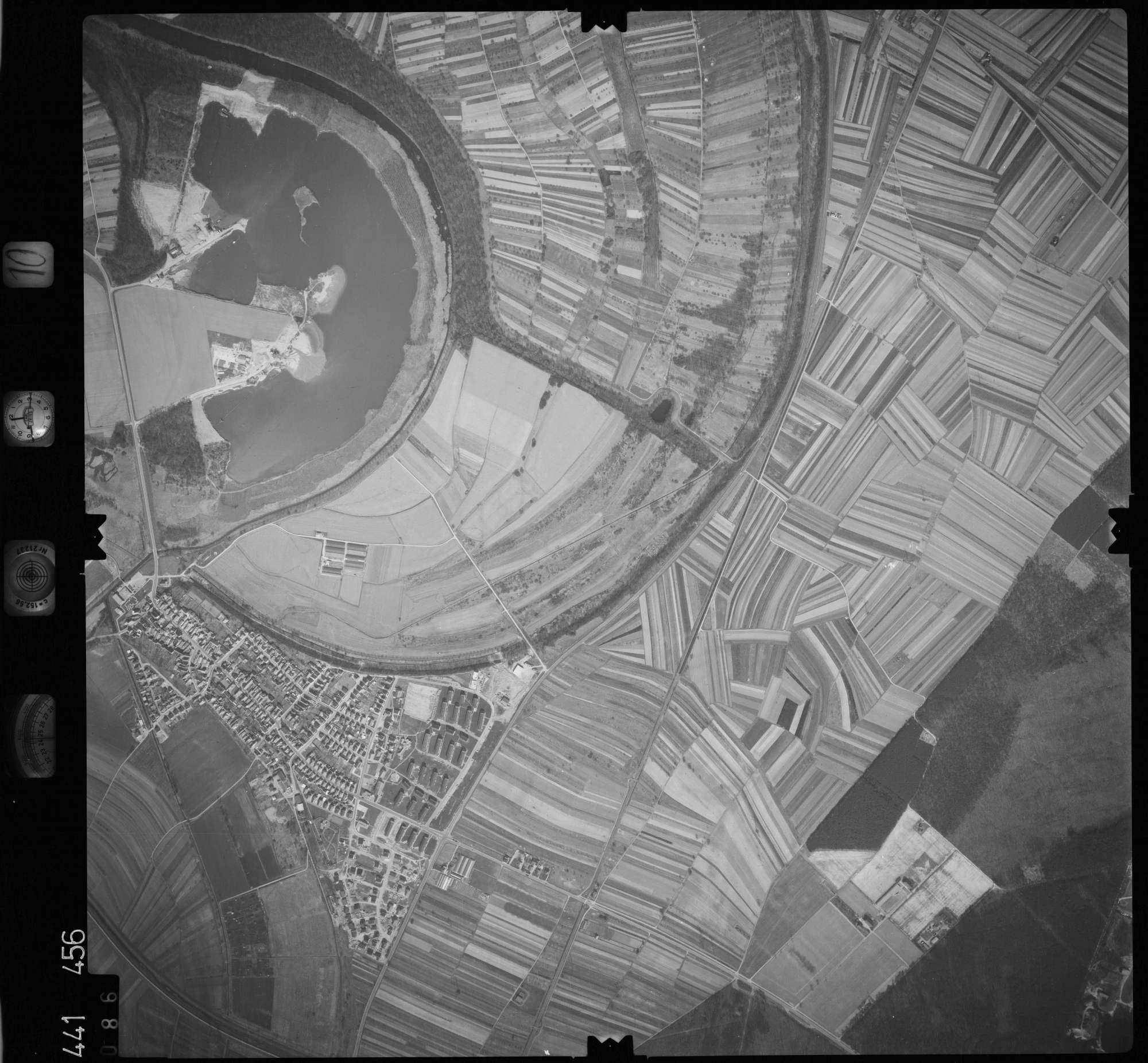 Luftbild: Film 10 Bildnr. 86, Bild 1