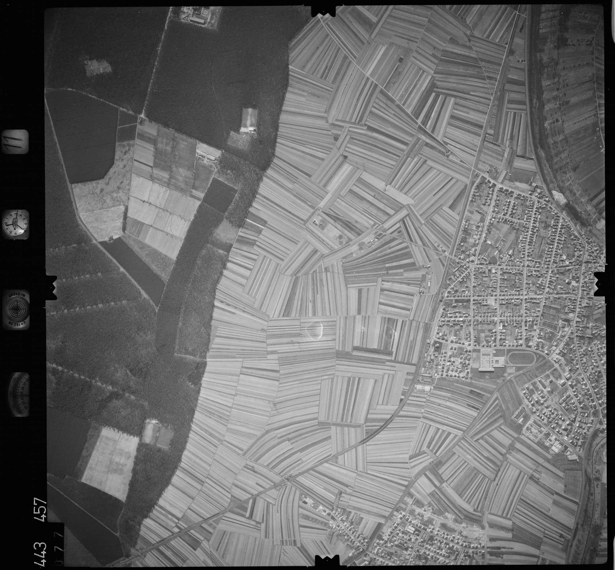 Luftbild: Film 11 Bildnr. 77, Bild 1