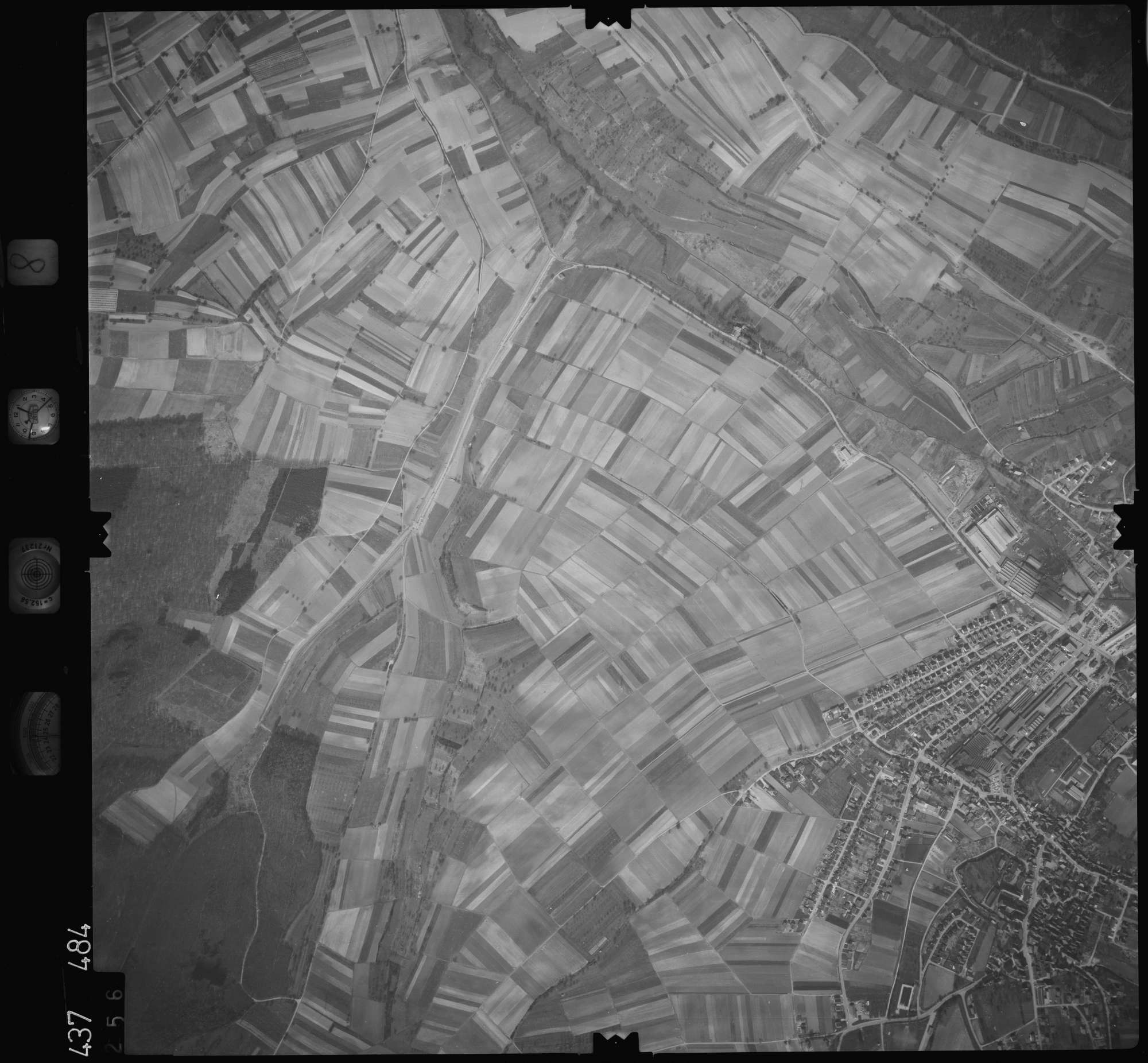 Luftbild: Film 8 Bildnr. 256, Bild 1