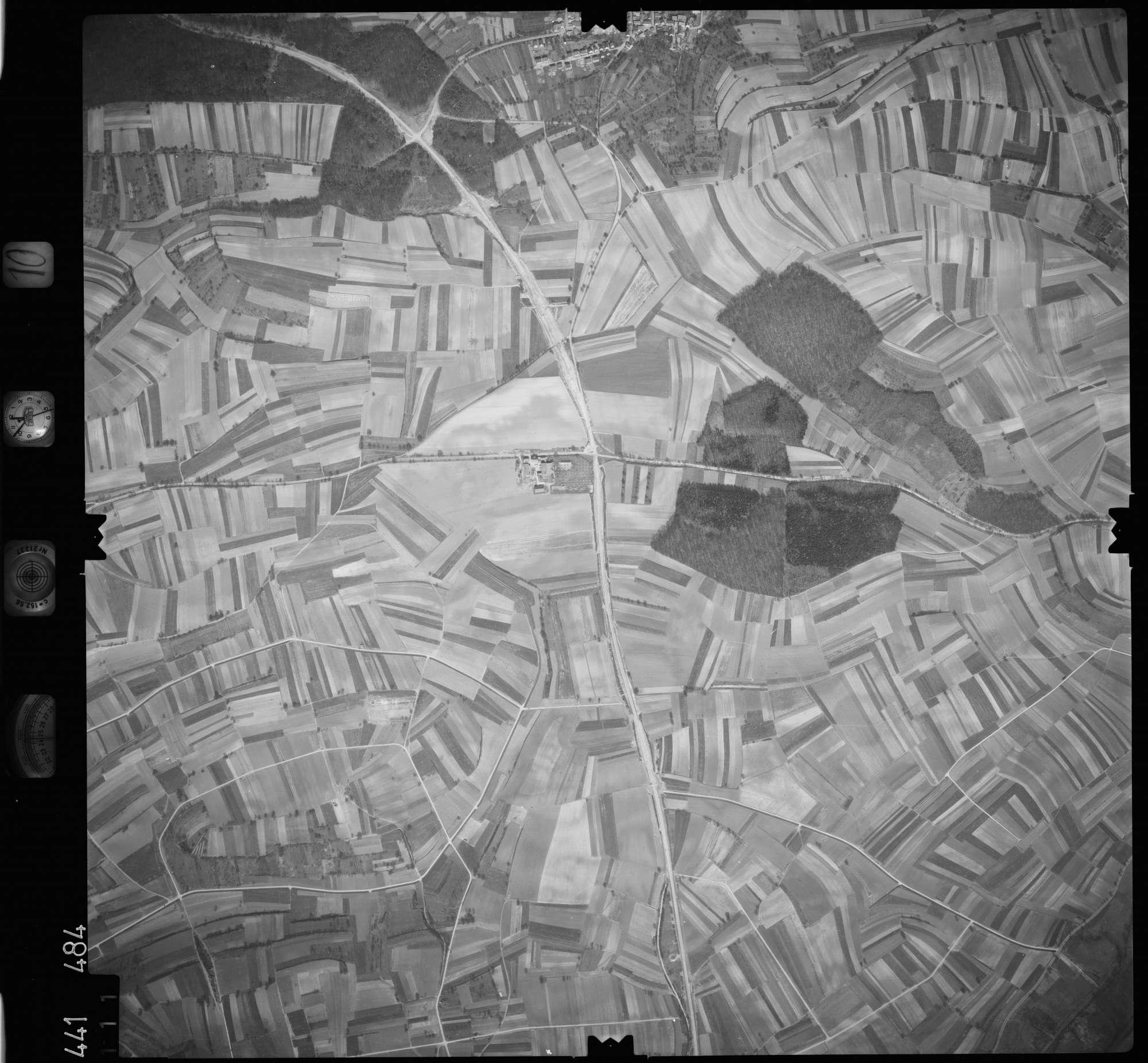 Luftbild: Film 10 Bildnr. 111, Bild 1