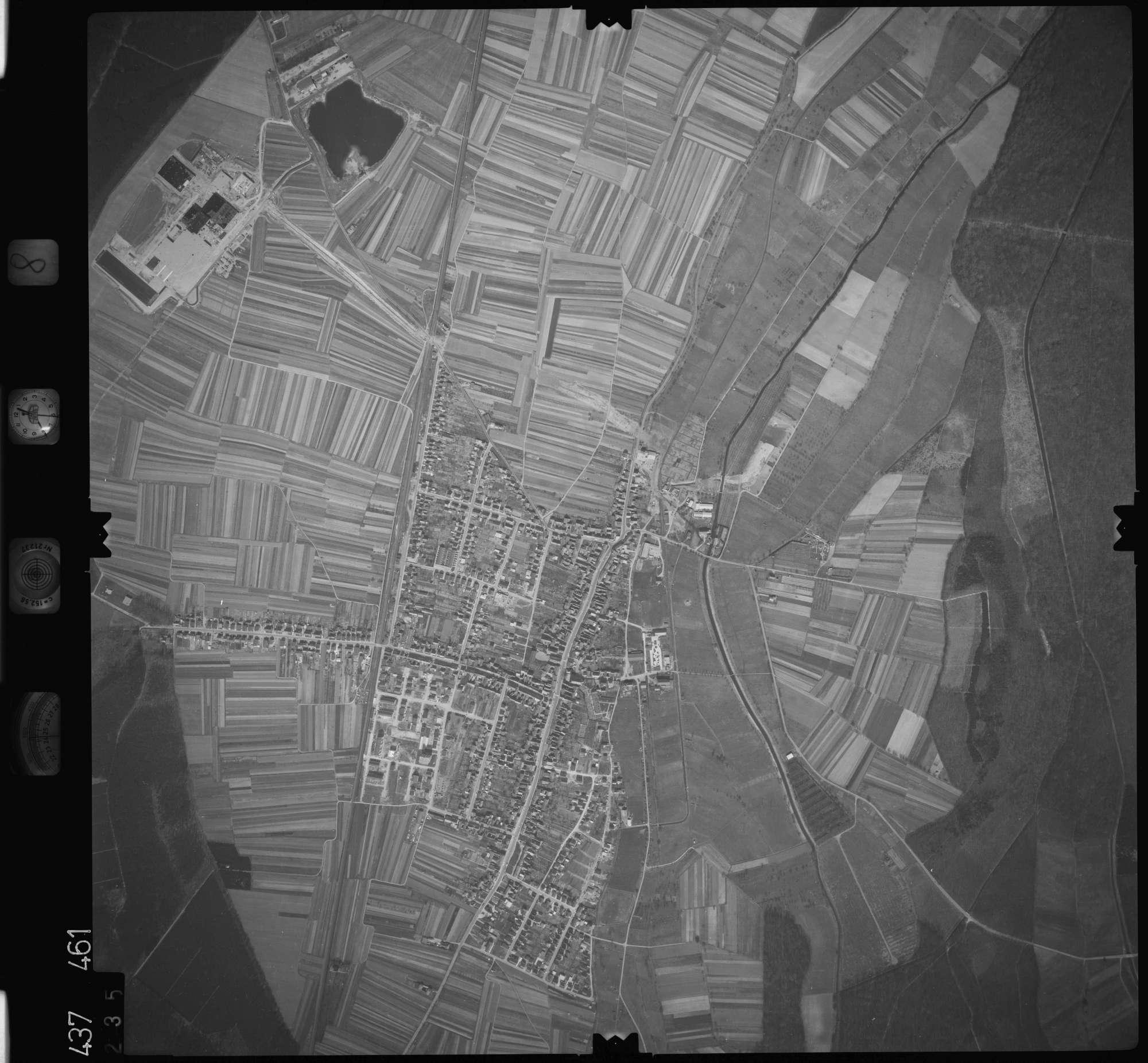 Luftbild: Film 8 Bildnr. 235, Bild 1