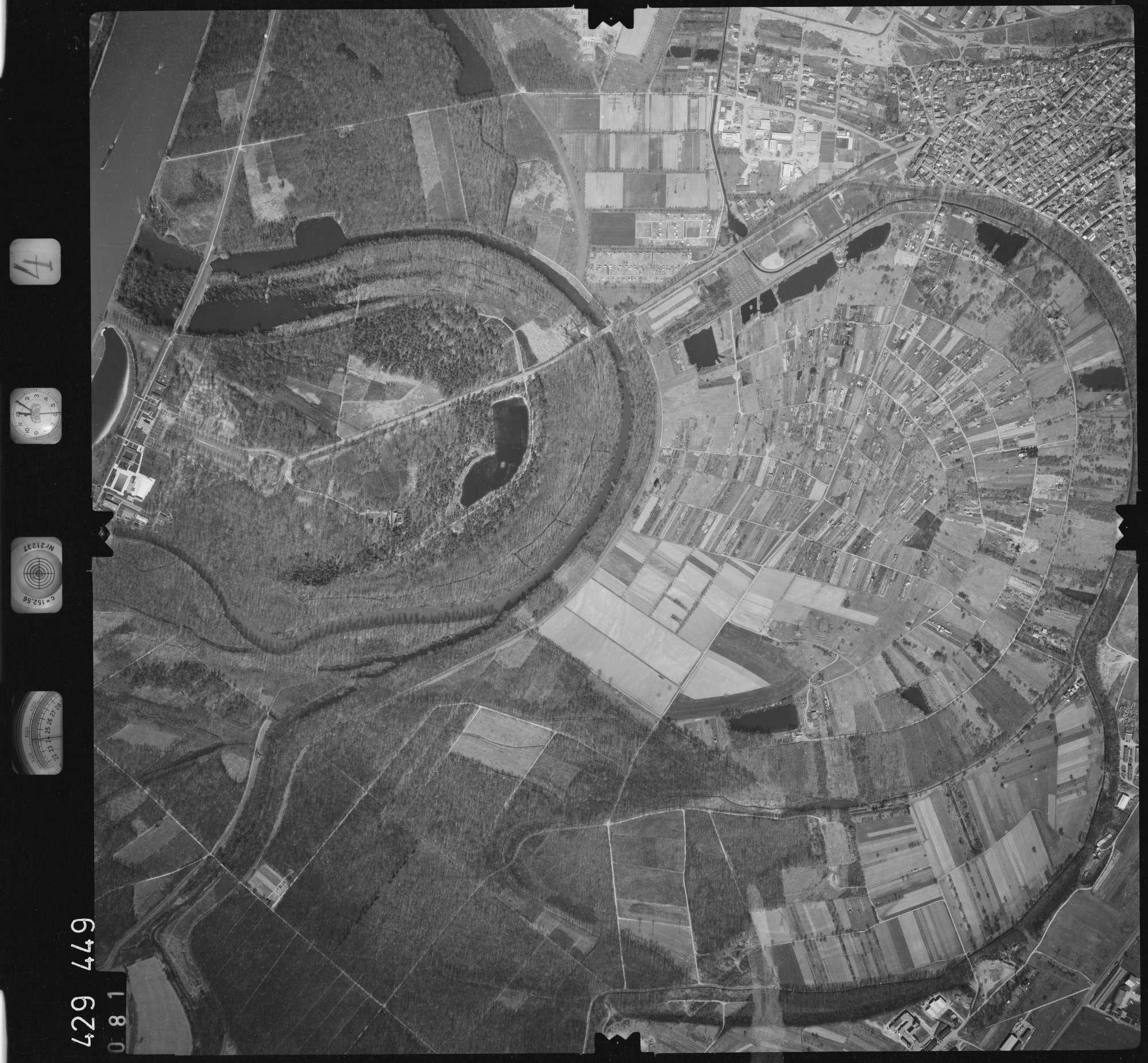 Luftbild: Film 4 Bildnr. 81, Bild 1
