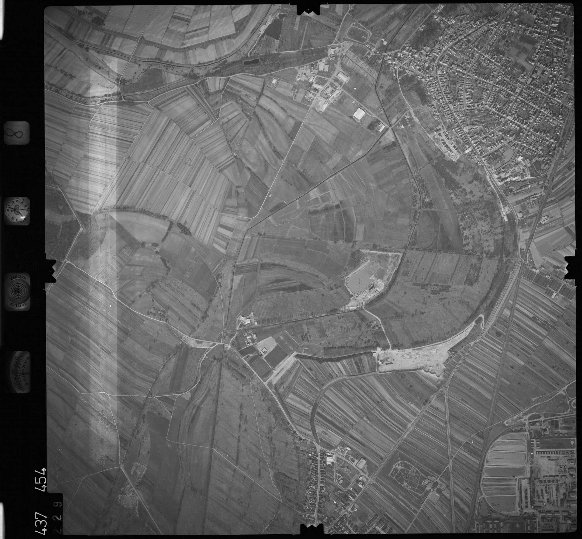 Luftbild: Film 8 Bildnr. 229, Bild 1