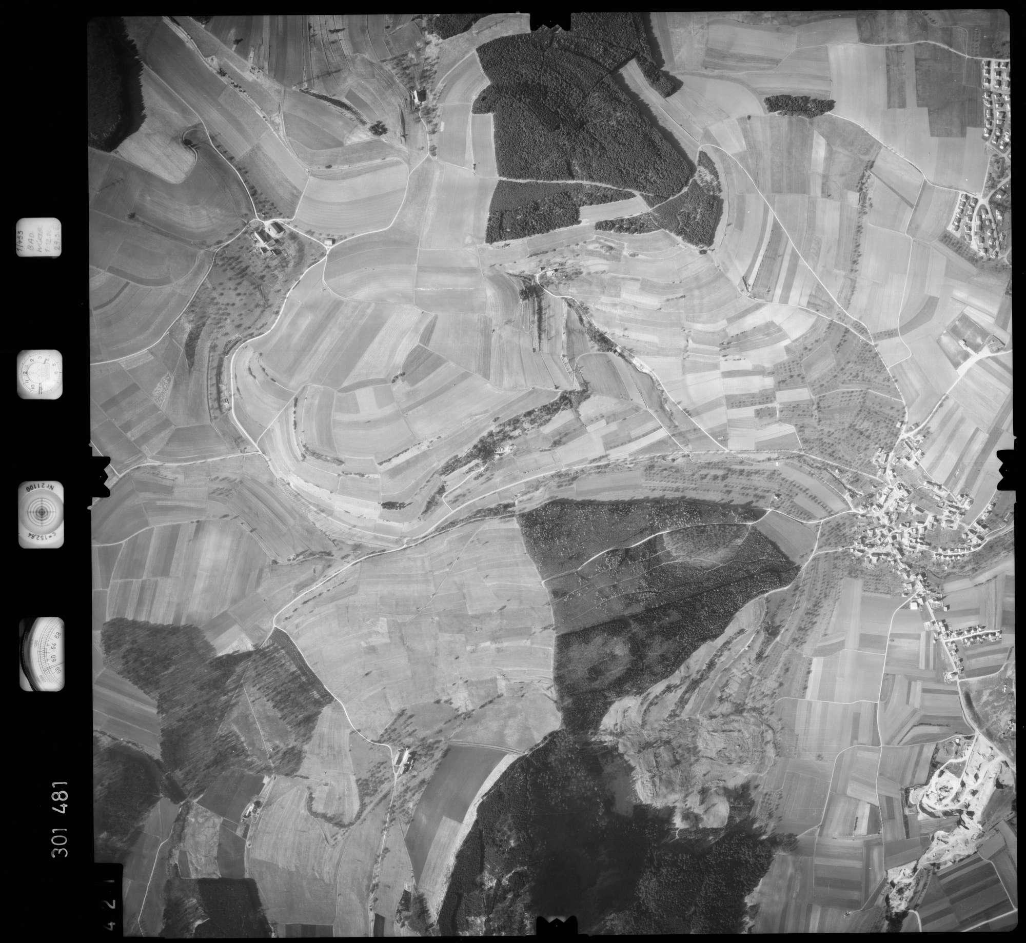 Luftbild: Film 64 Bildnr. 421, Bild 1