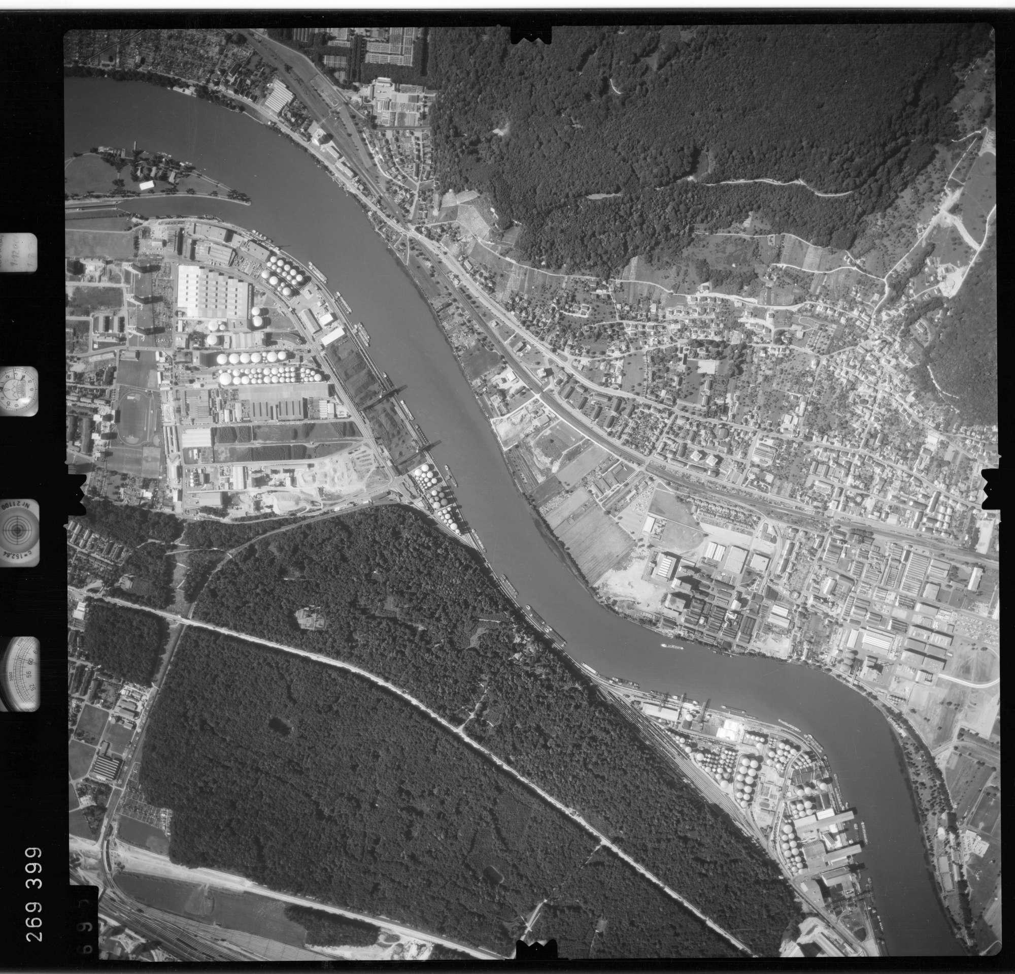 Luftbild: Film 77 Bildnr. 695, Bild 1