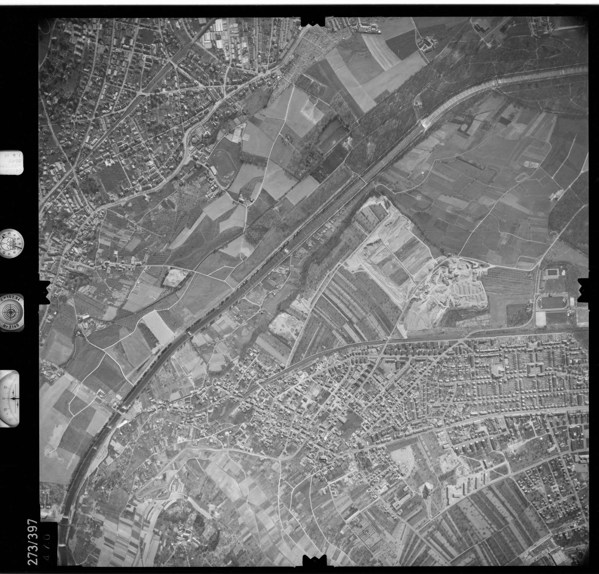 Luftbild: Film 81 Bildnr. 470, Bild 1