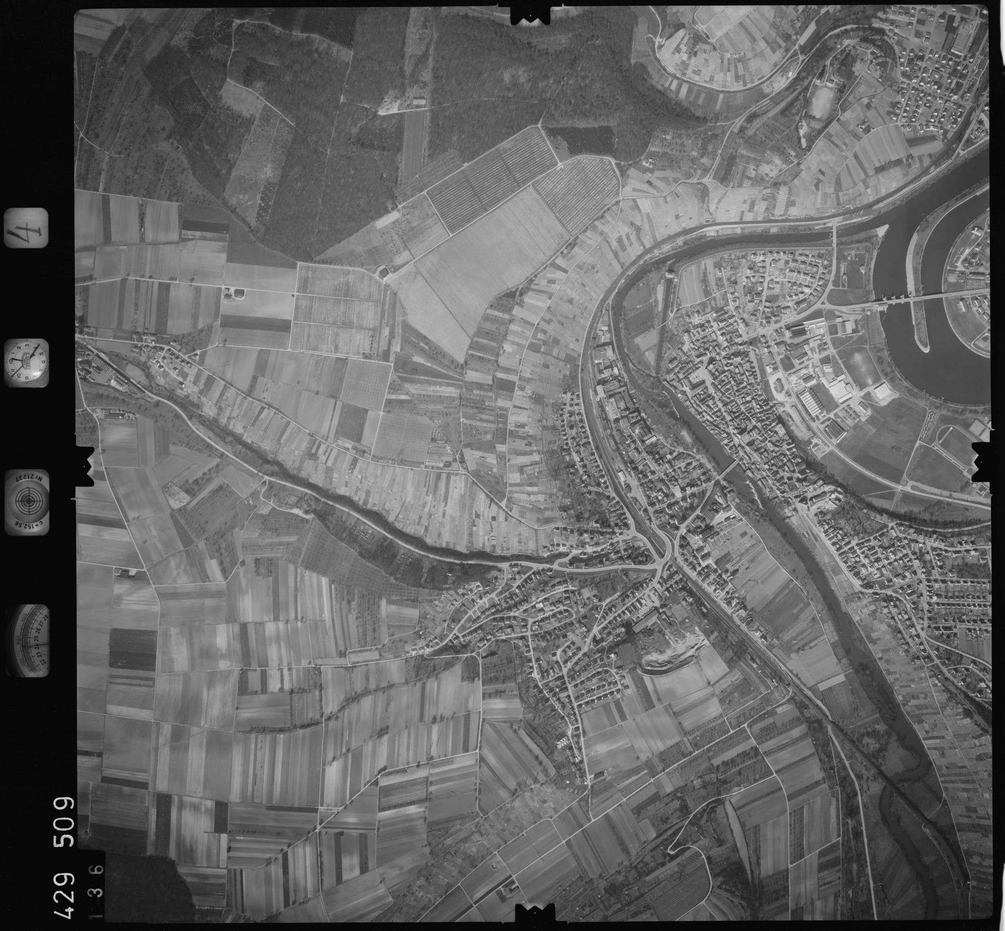 Luftbild: Film 4 Bildnr. 136, Bild 1