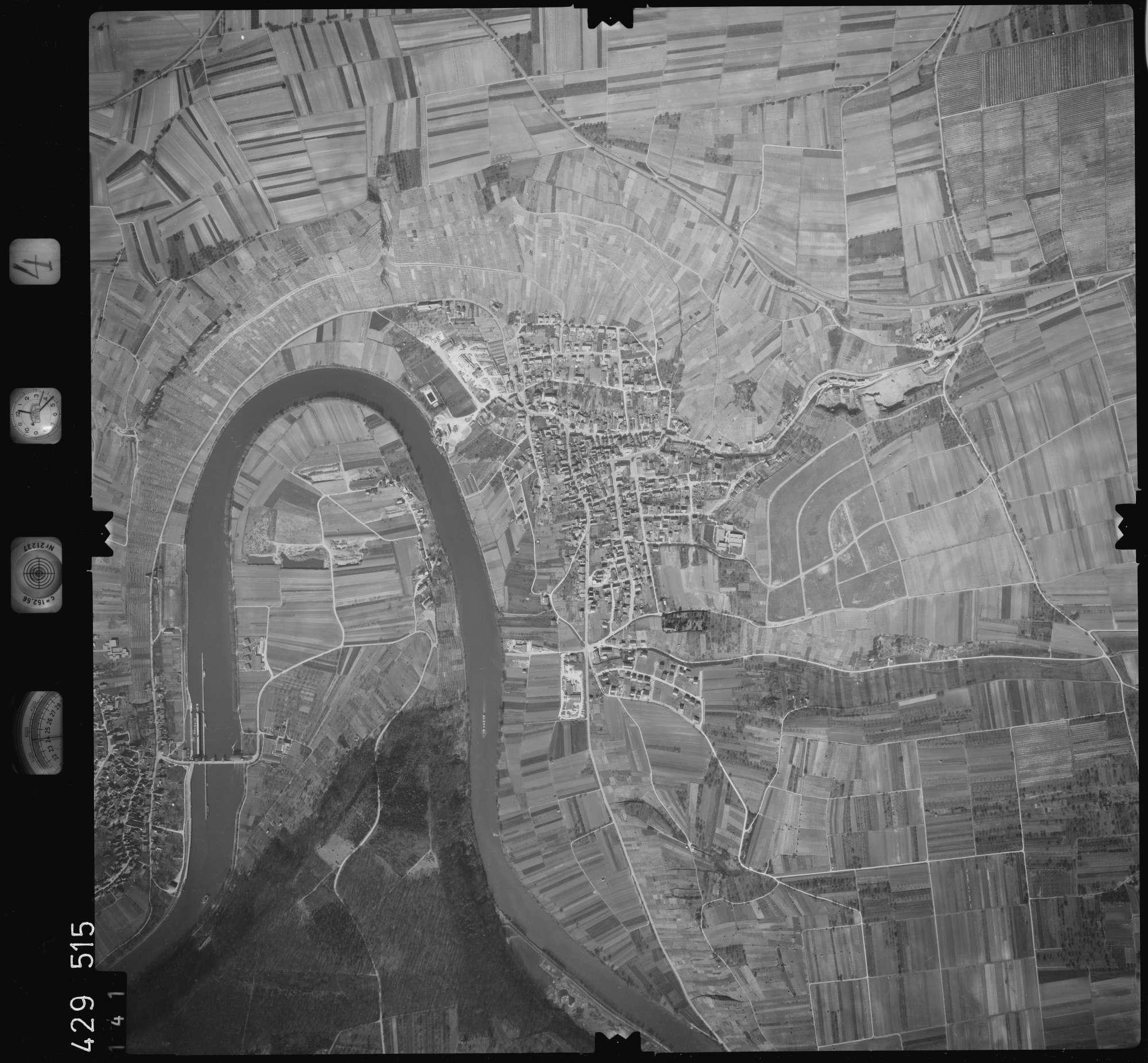 Luftbild: Film 4 Bildnr. 141, Bild 1
