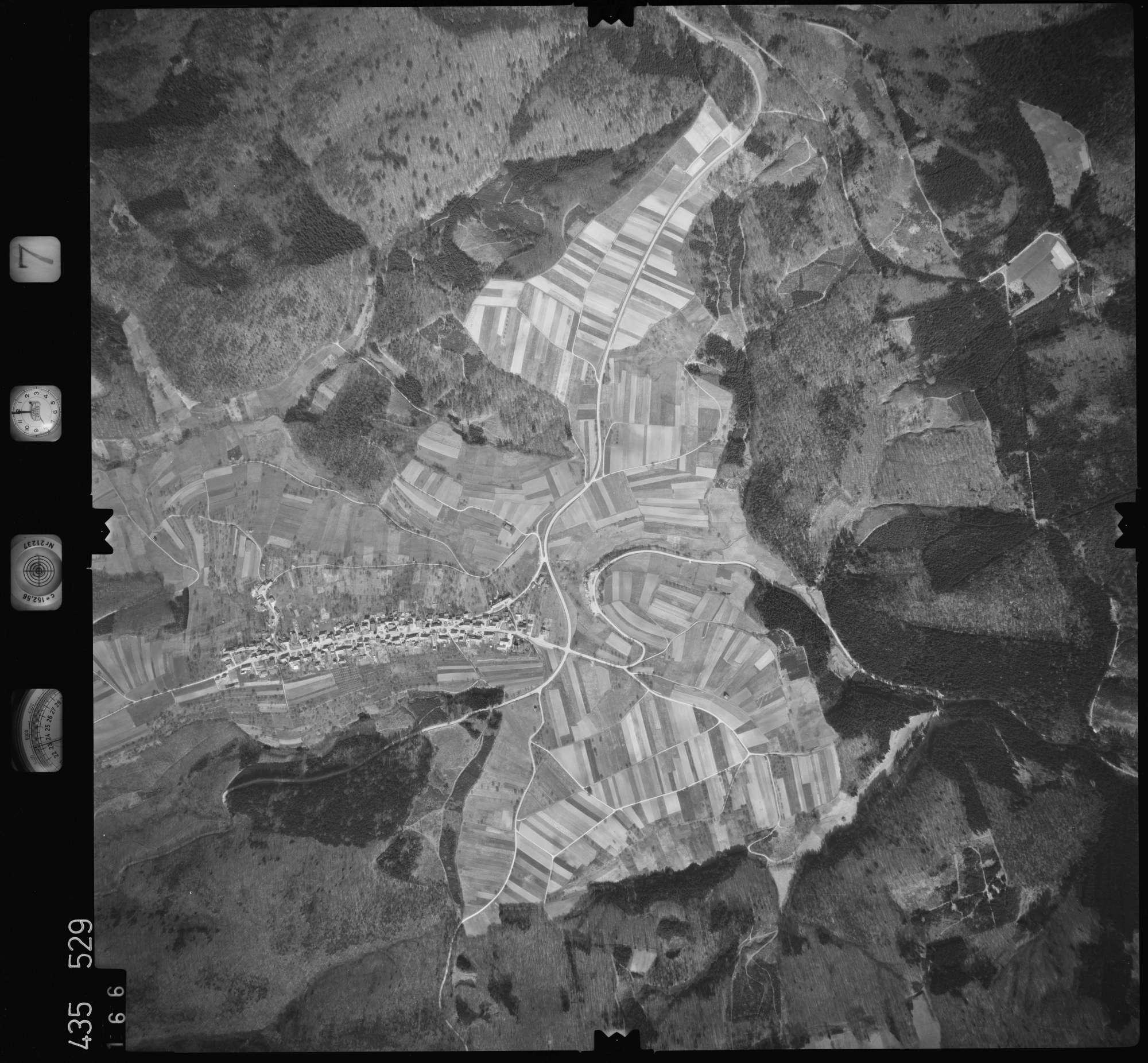 Luftbild: Film 7 Bildnr. 166, Bild 1