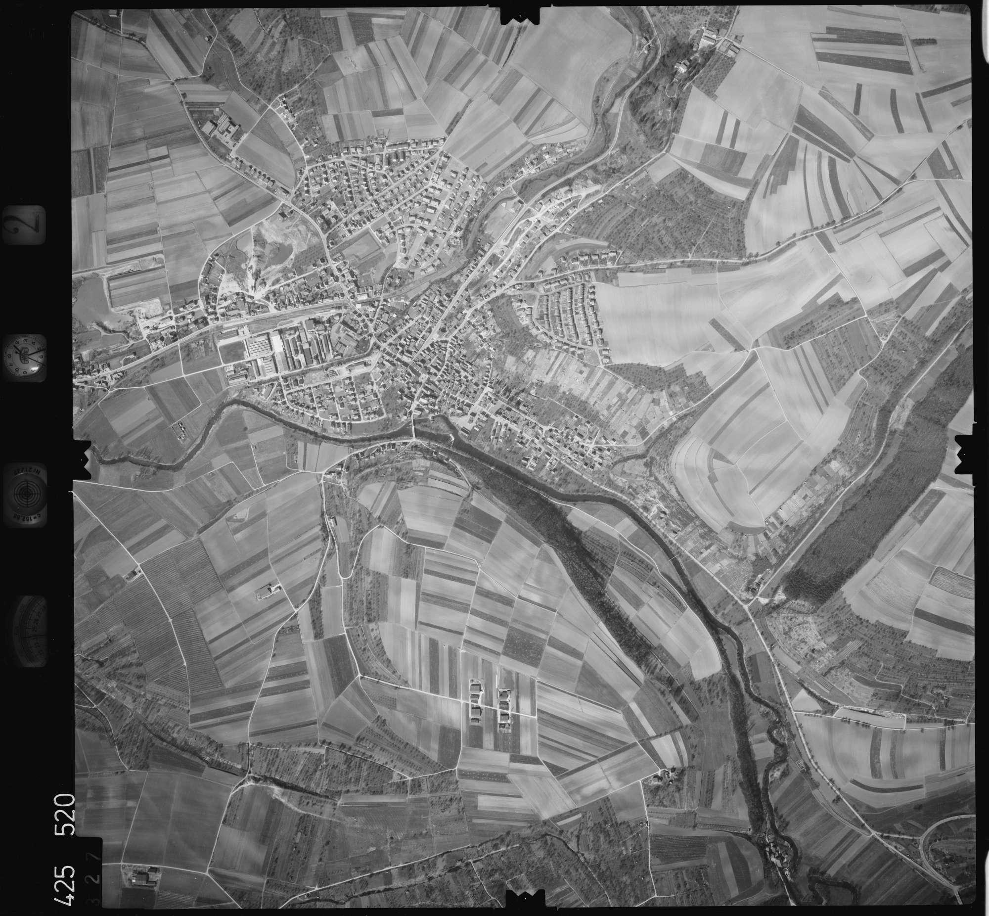 Luftbild: Film 2 Bildnr. 327, Bild 1