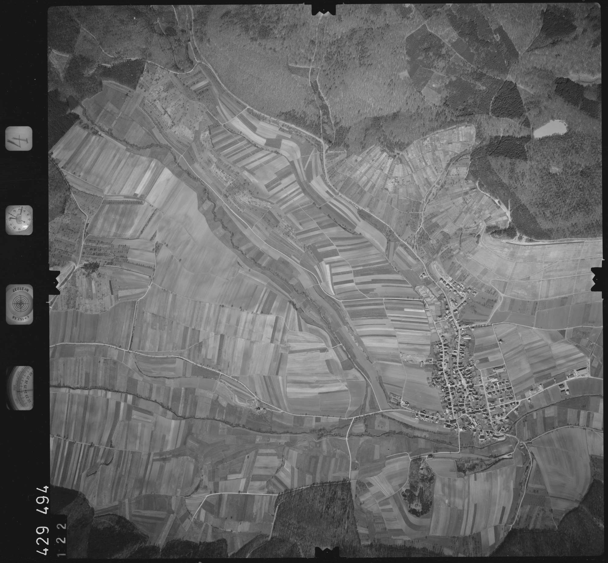 Luftbild: Film 4 Bildnr. 122, Bild 1
