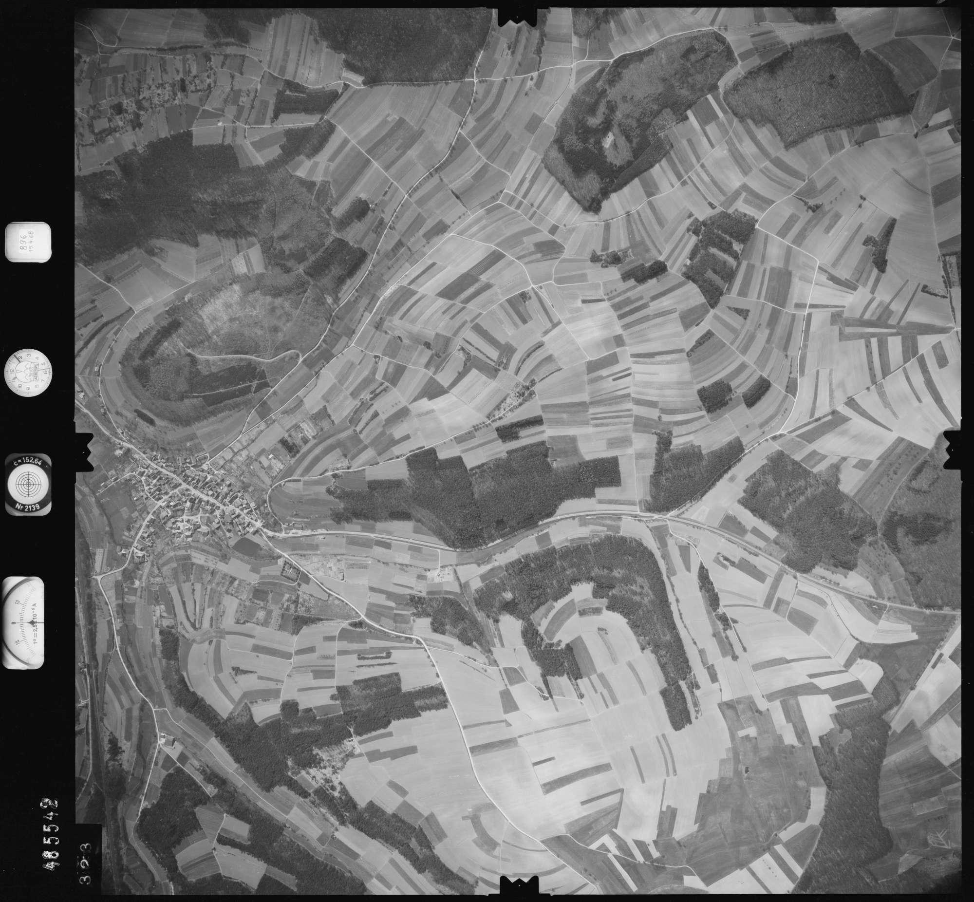 Luftbild: Film 896 Bildnr. 323, Bild 1