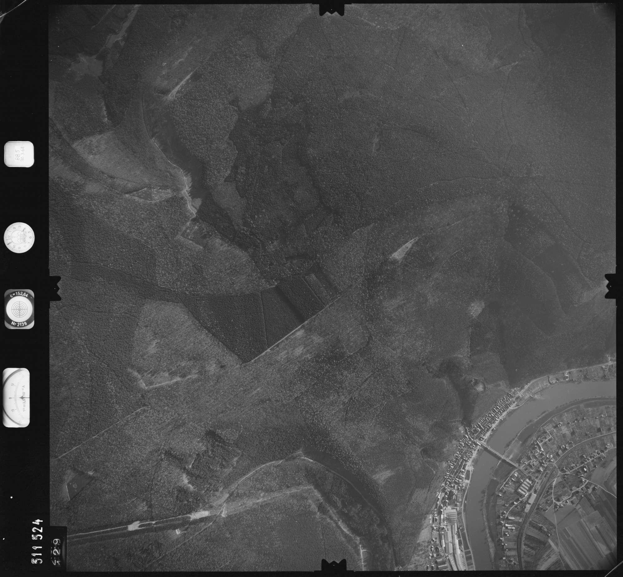 Luftbild: Film 885 Bildnr. 129, Bild 1