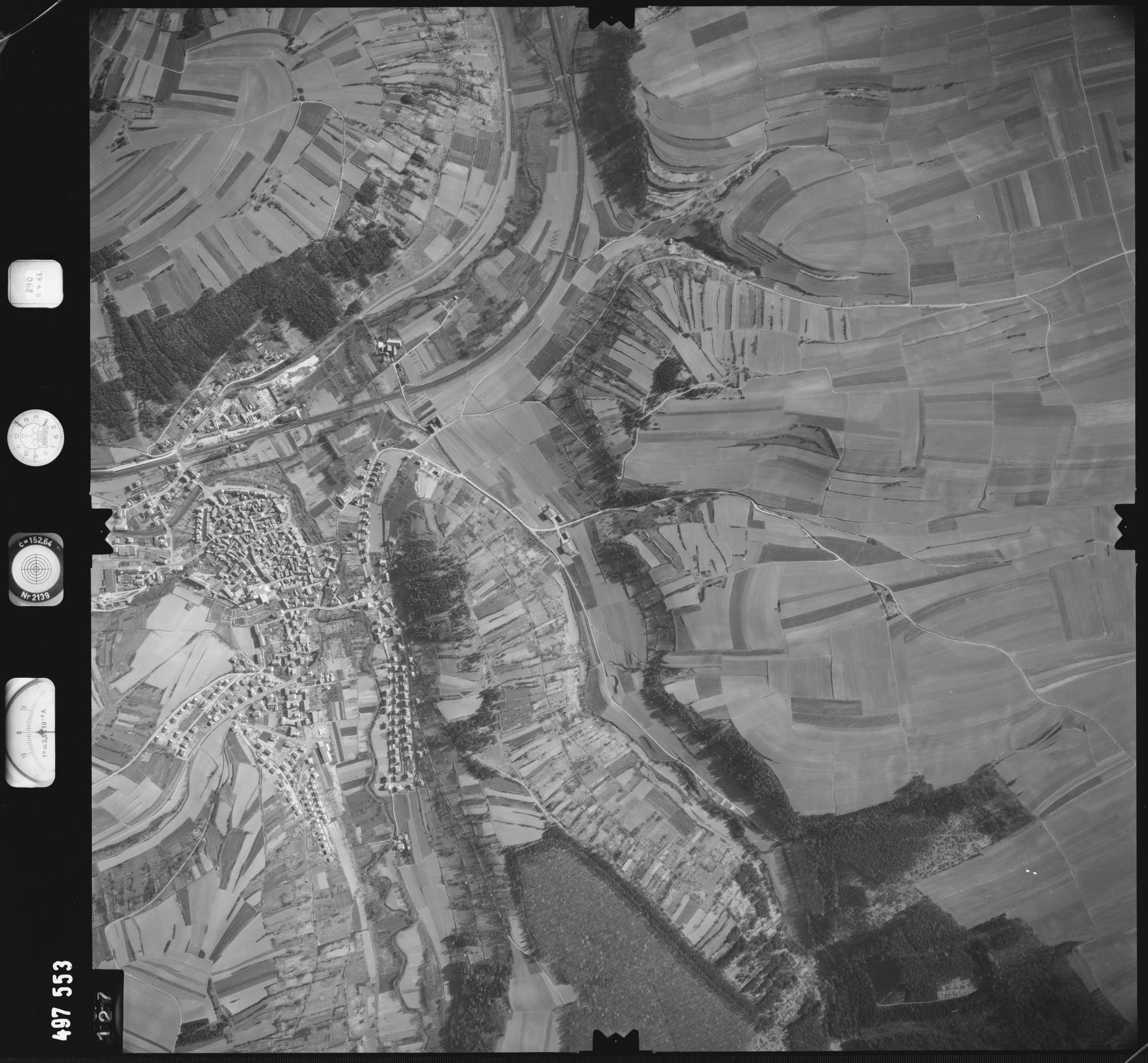 Luftbild: Film 889 Bildnr. 127, Bild 1