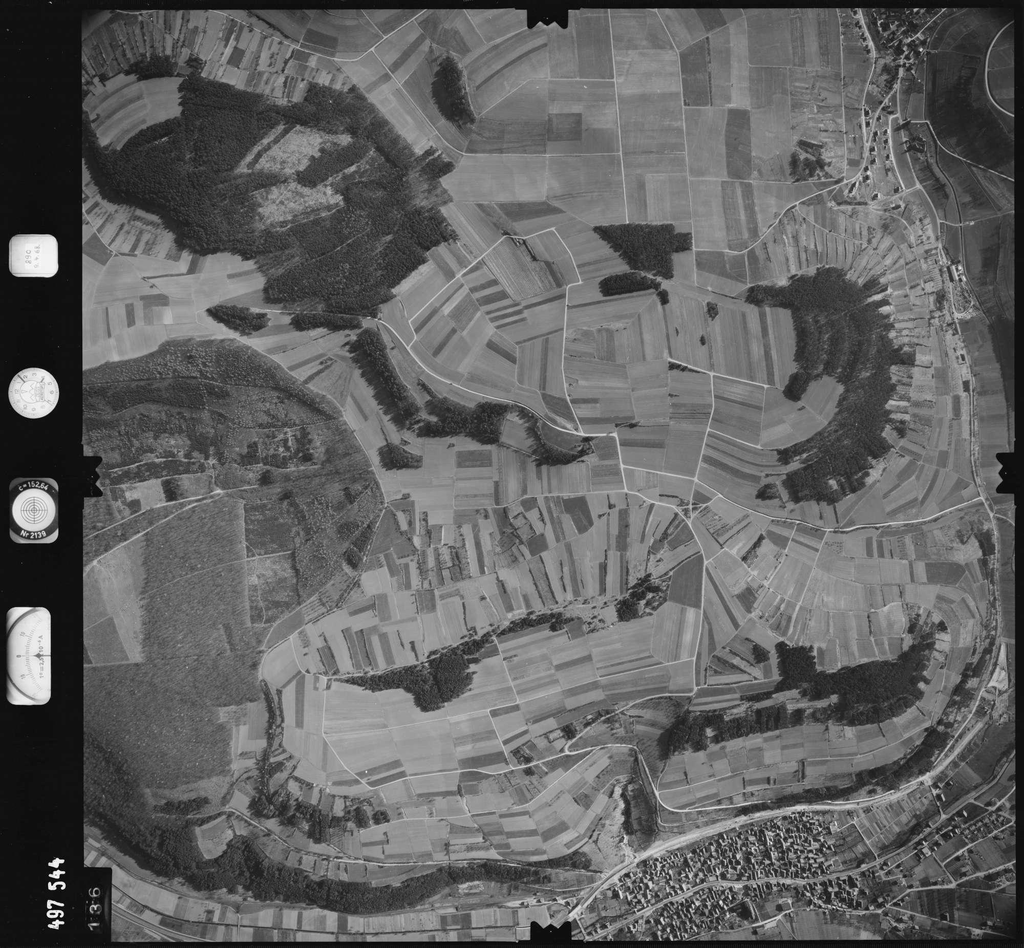 Luftbild: Film 889 Bildnr. 136, Bild 1