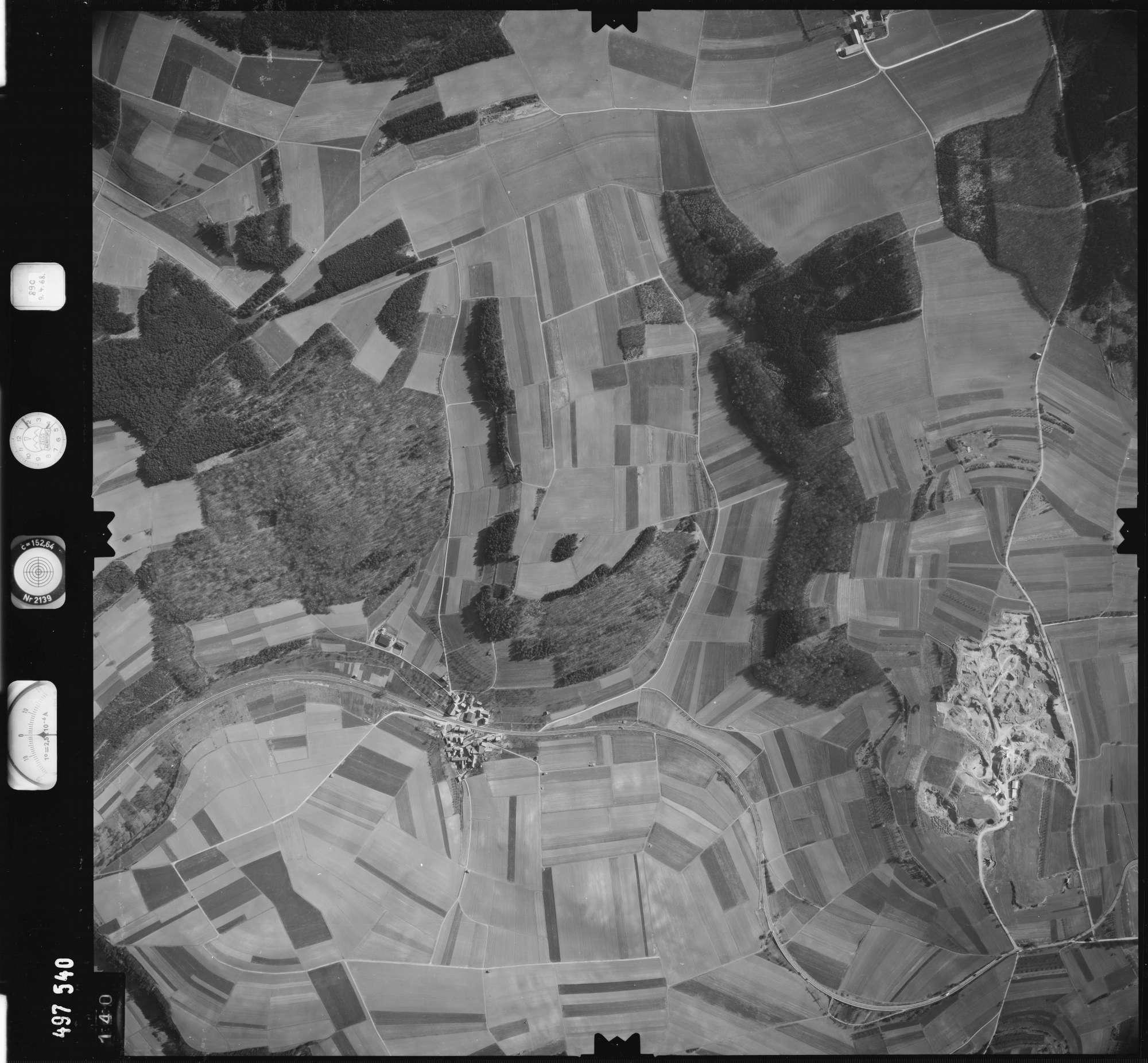 Luftbild: Film 889 Bildnr. 140, Bild 1