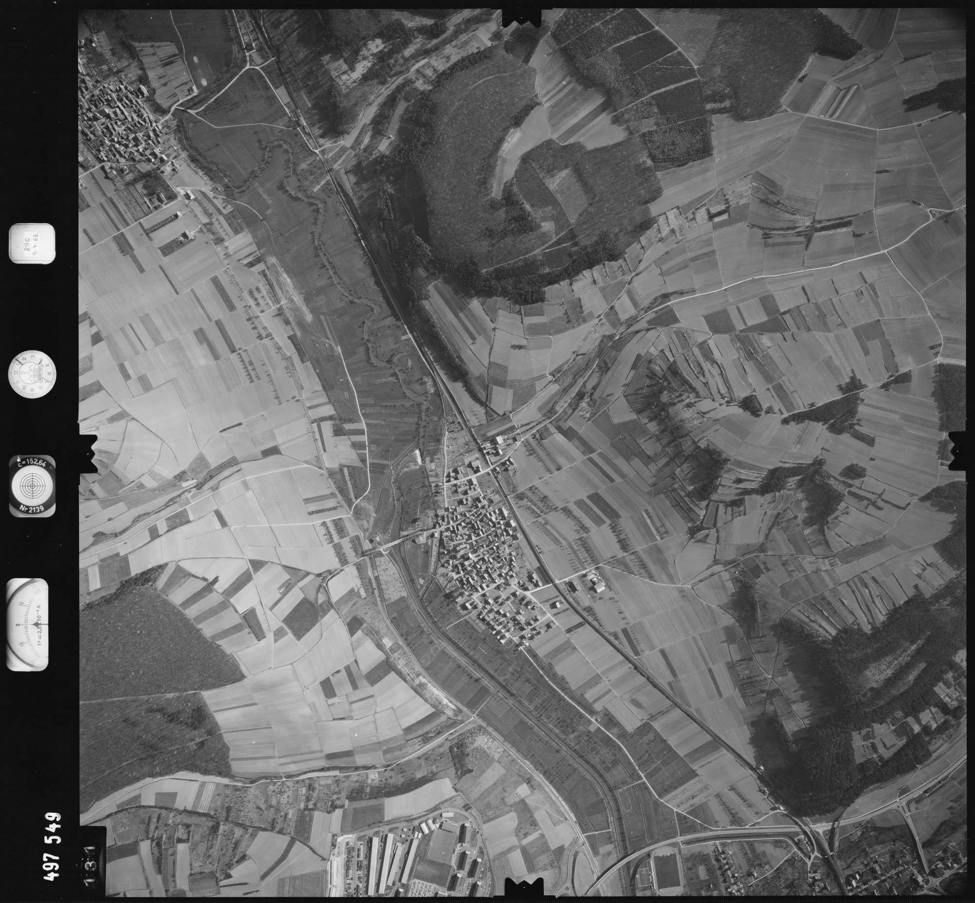 Luftbild: Film 889 Bildnr. 131, Bild 1