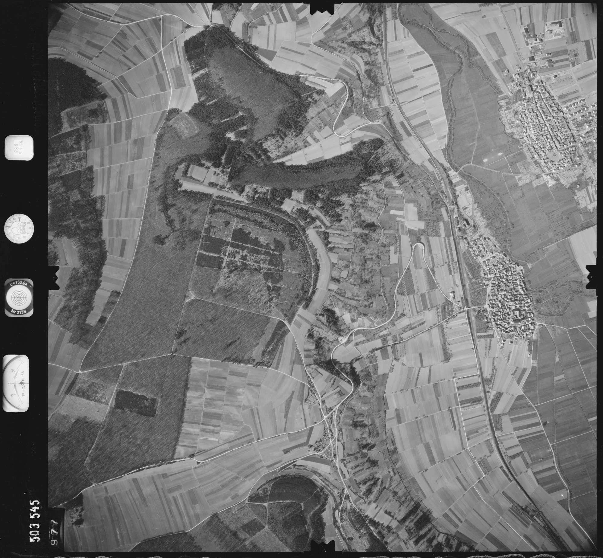 Luftbild: Film 890 Bildnr. 977, Bild 1