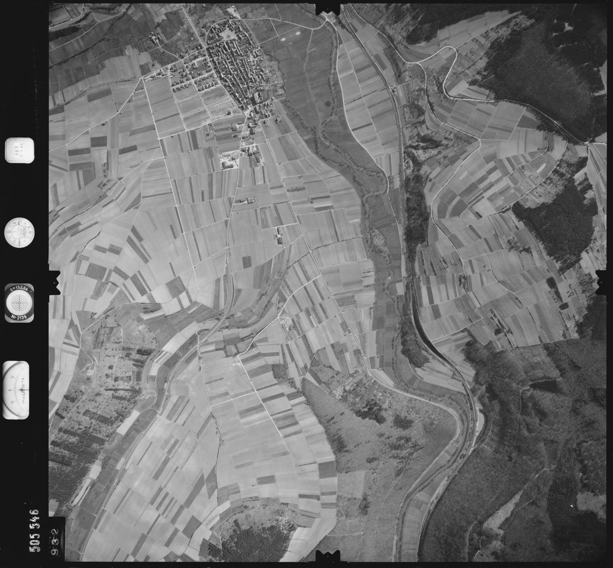 Luftbild: Film 890 Bildnr. 932, Bild 1