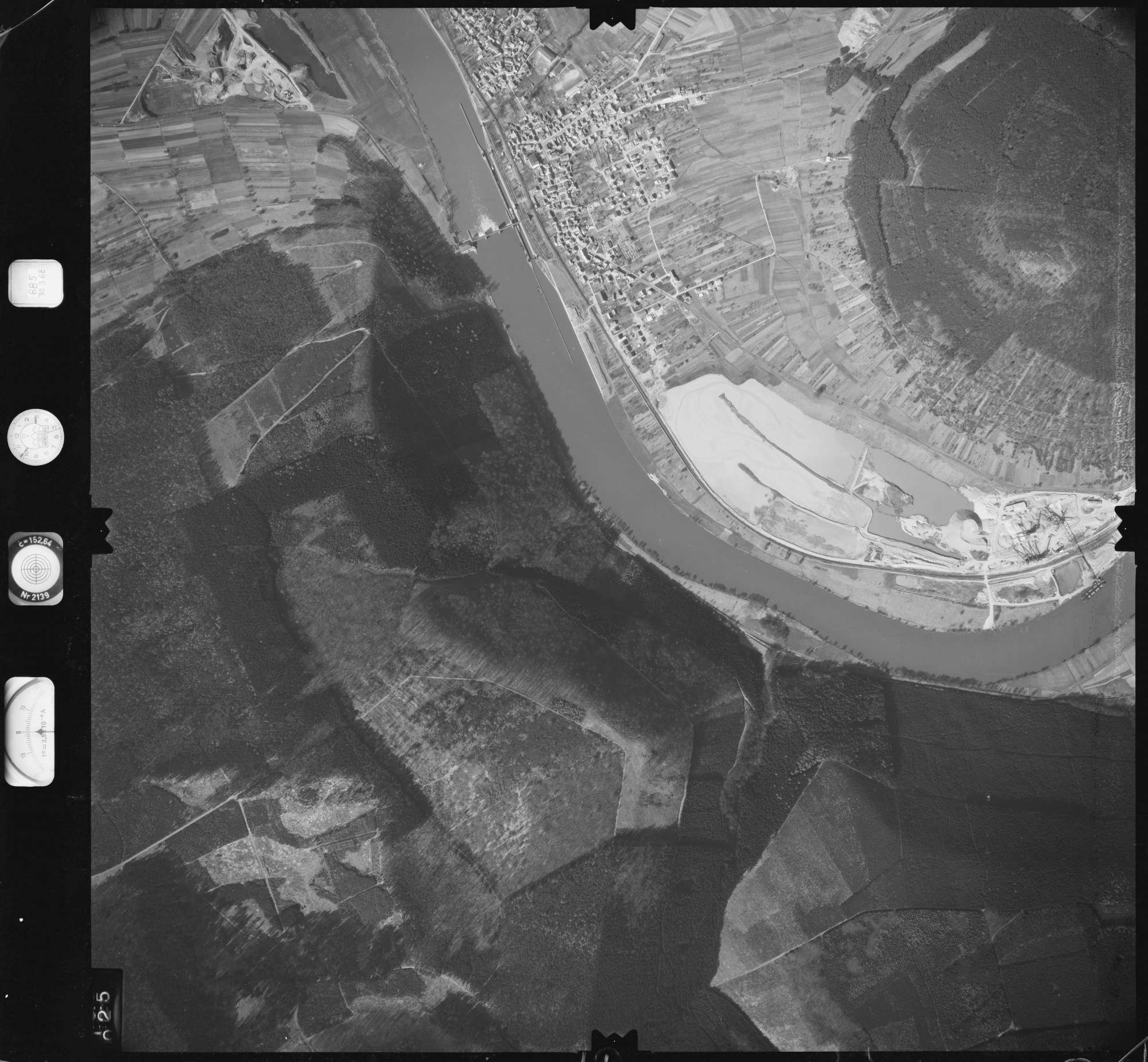 Luftbild: Film 885 Bildnr. 25, Bild 1