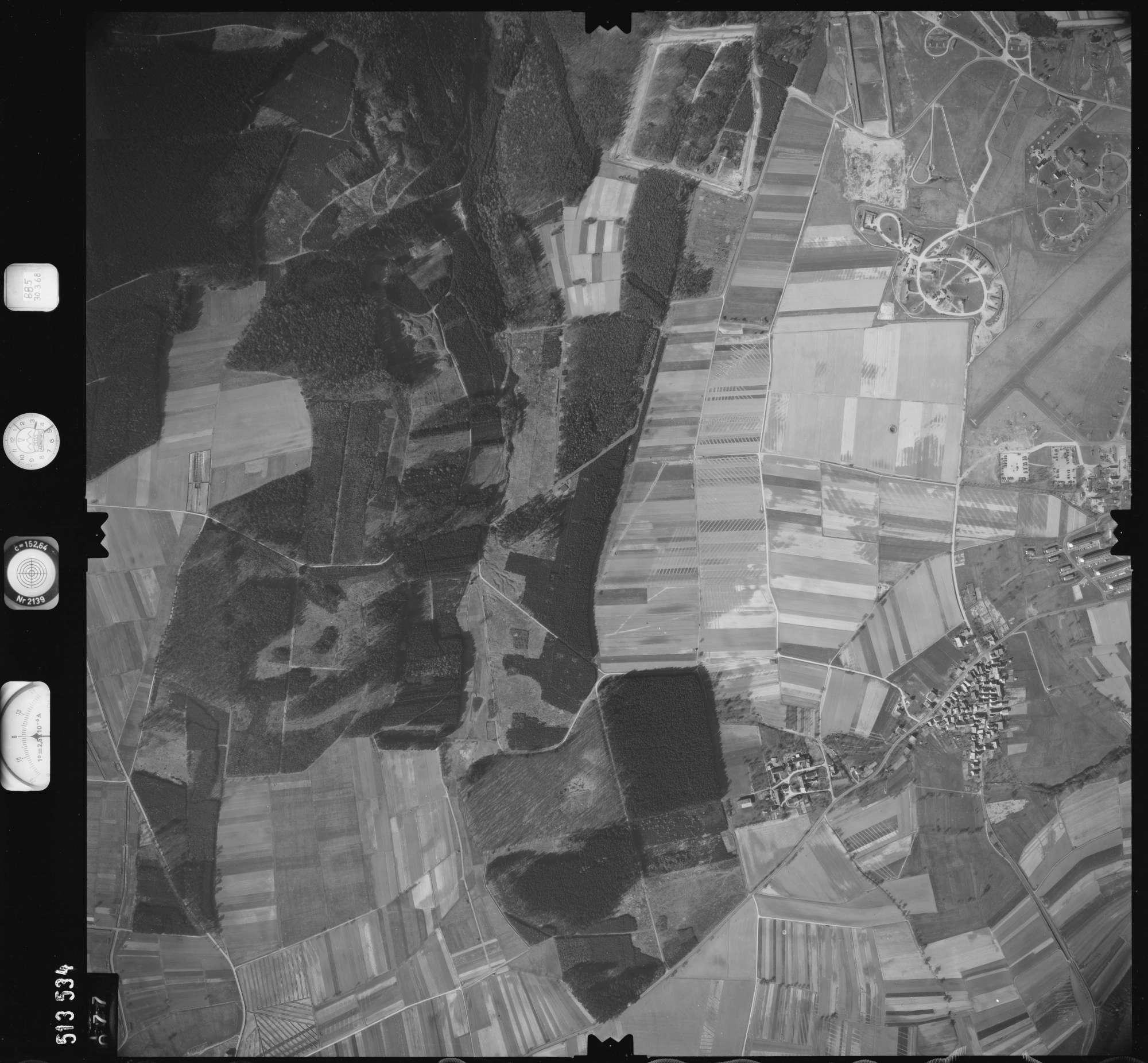 Luftbild: Film 885 Bildnr. 77, Bild 1
