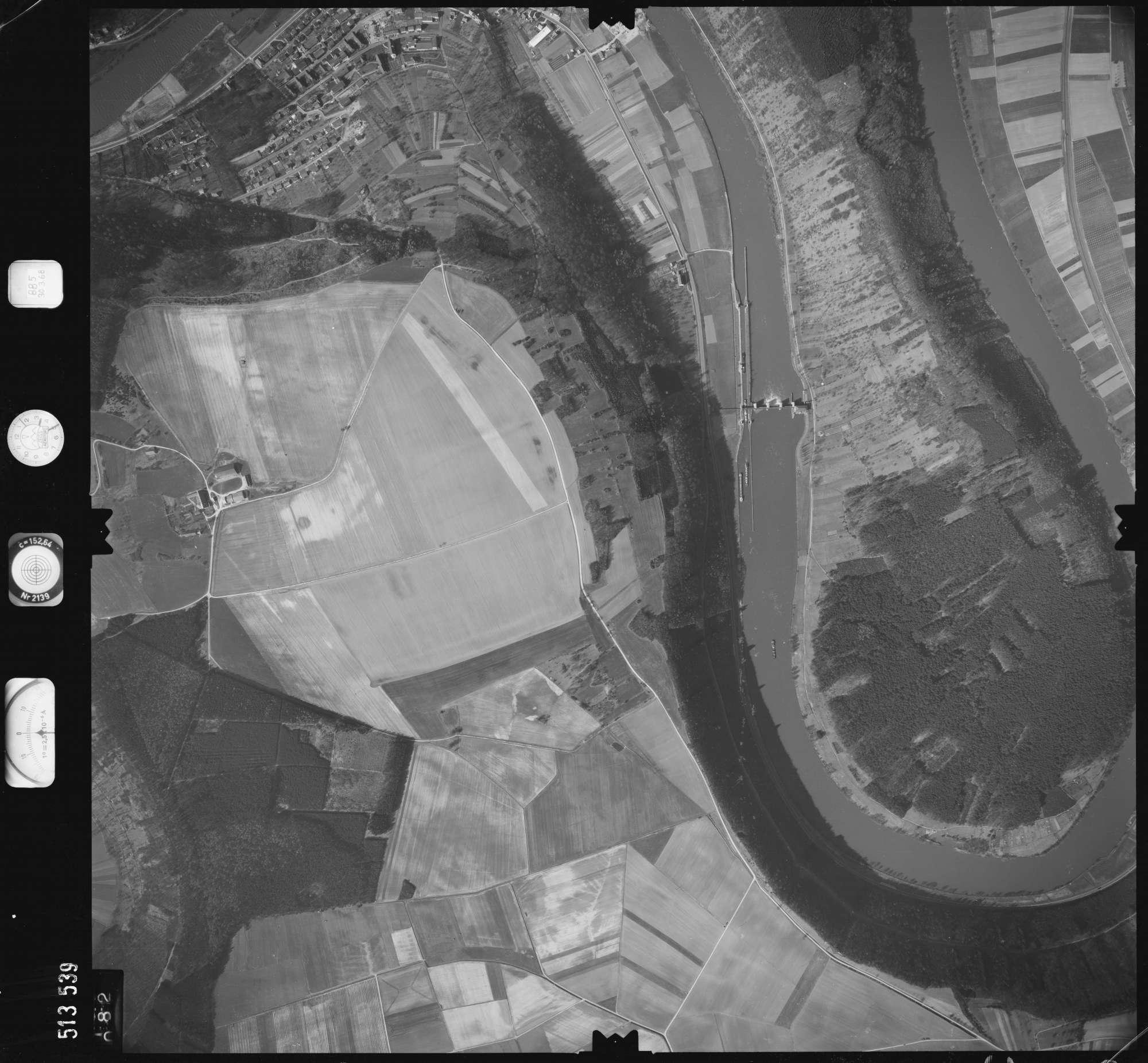 Luftbild: Film 885 Bildnr. 82, Bild 1