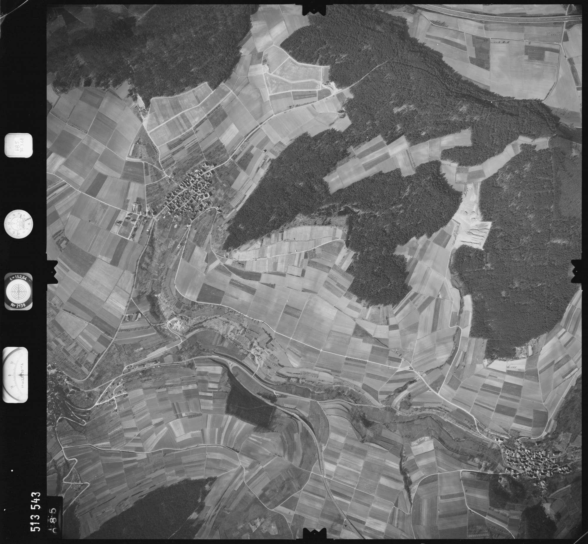Luftbild: Film 885 Bildnr. 85, Bild 1
