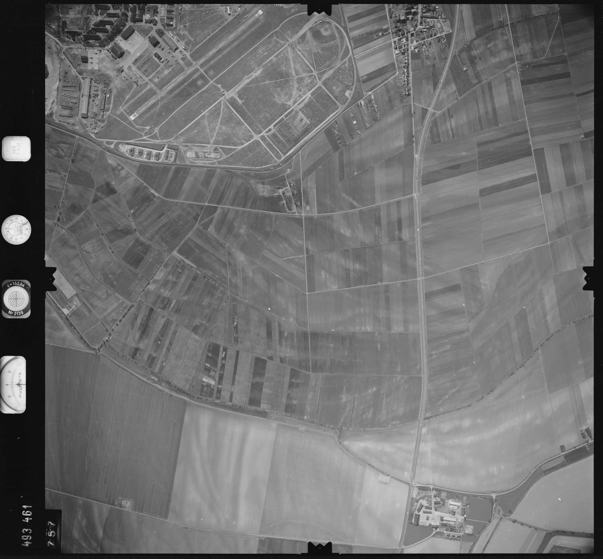 Luftbild: Film 888 Bildnr. 757, Bild 1