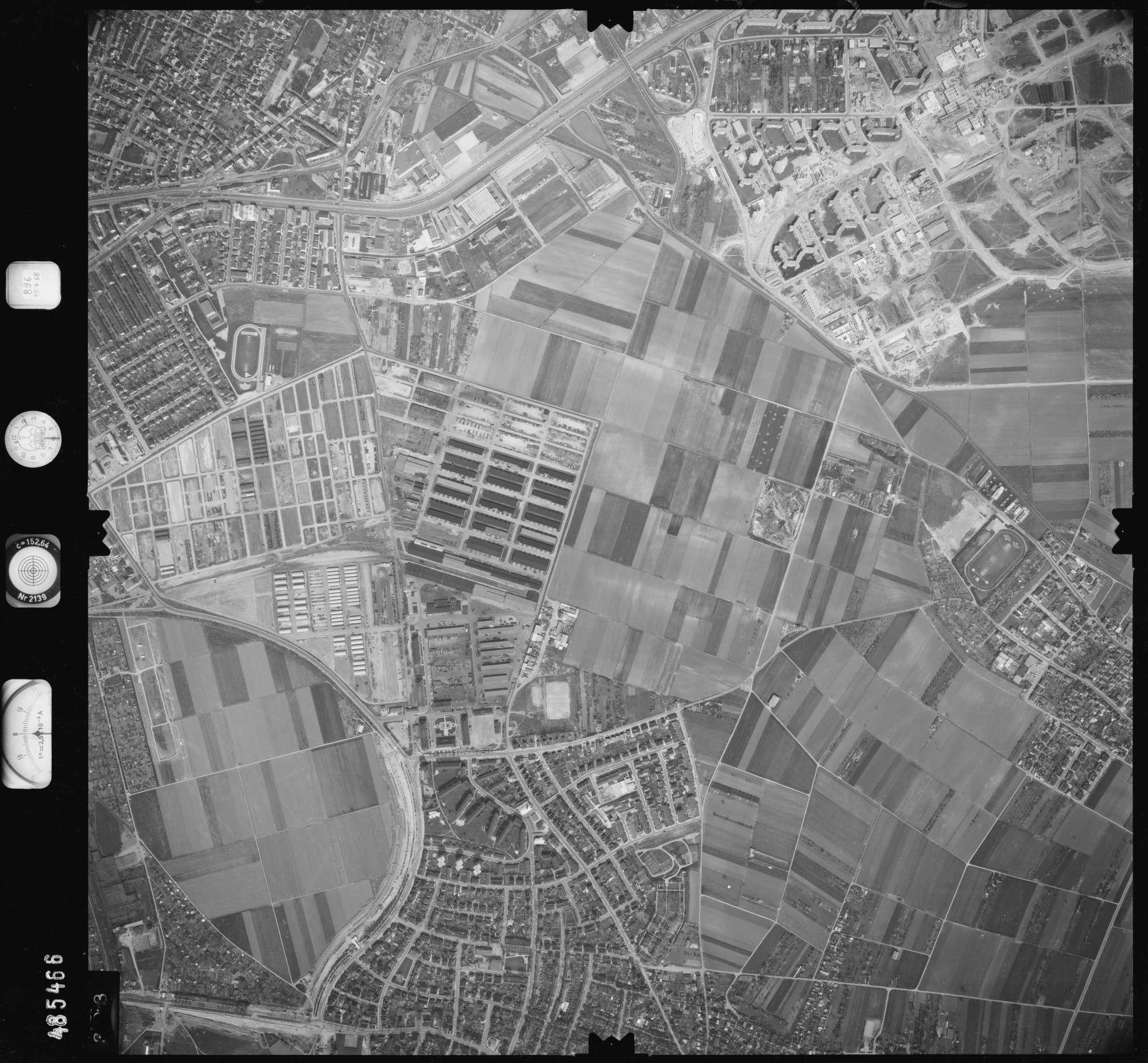 Luftbild: Film 896 Bildnr. 393, Bild 1