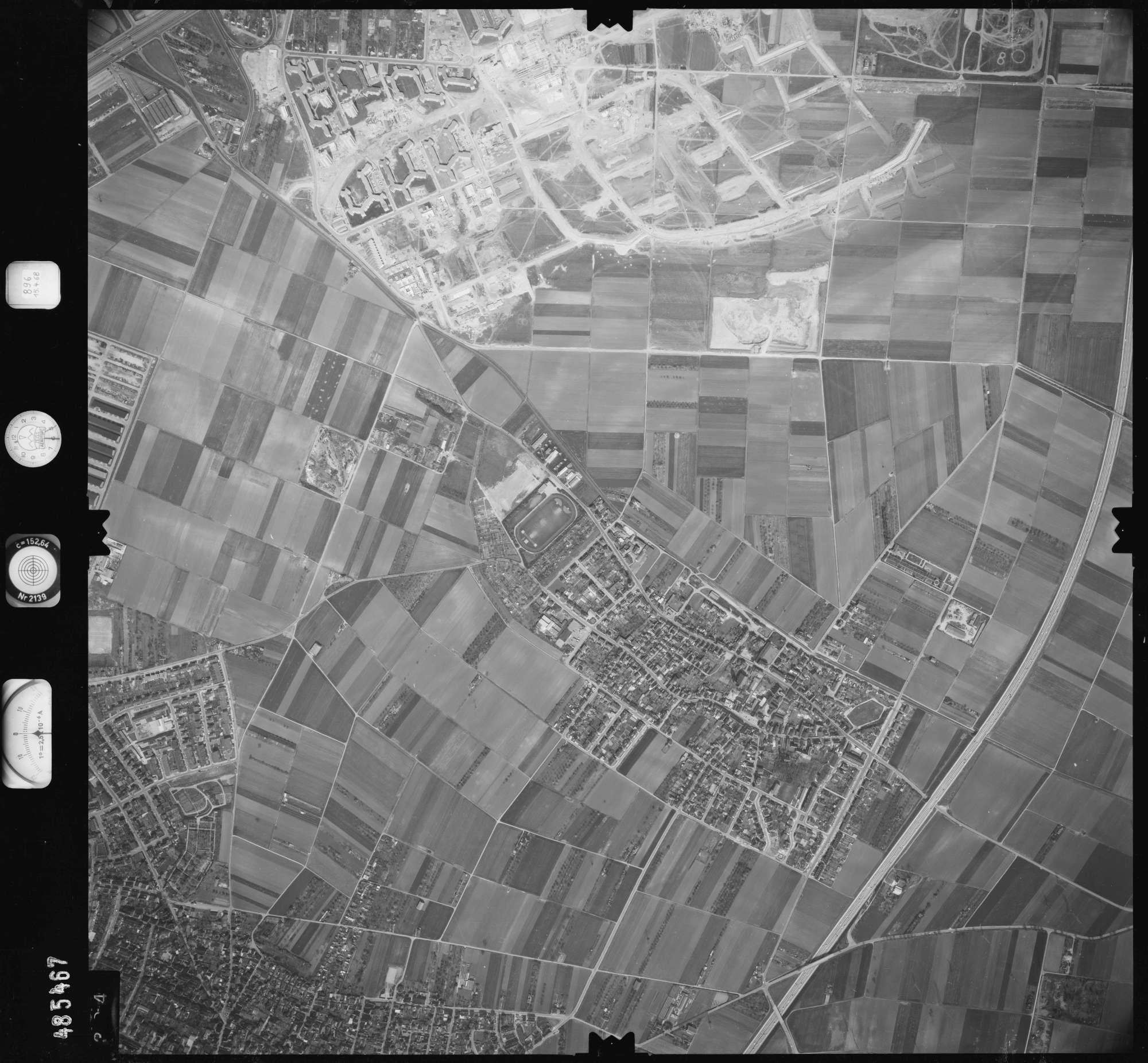 Luftbild: Film 896 Bildnr. 394, Bild 1