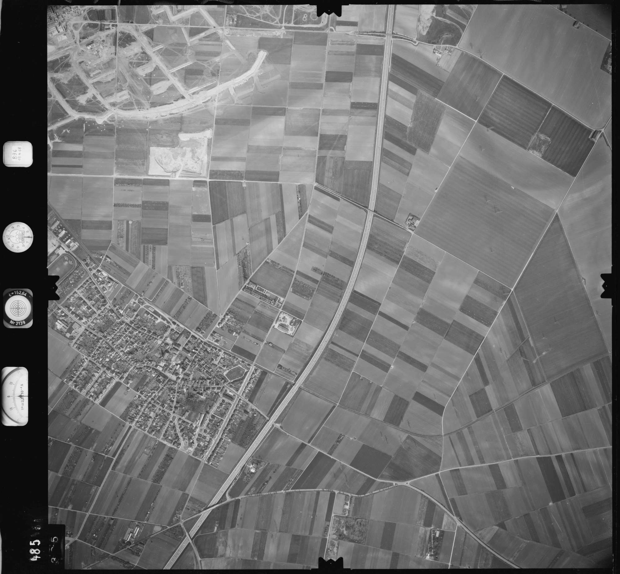 Luftbild: Film 896 Bildnr. 395, Bild 1