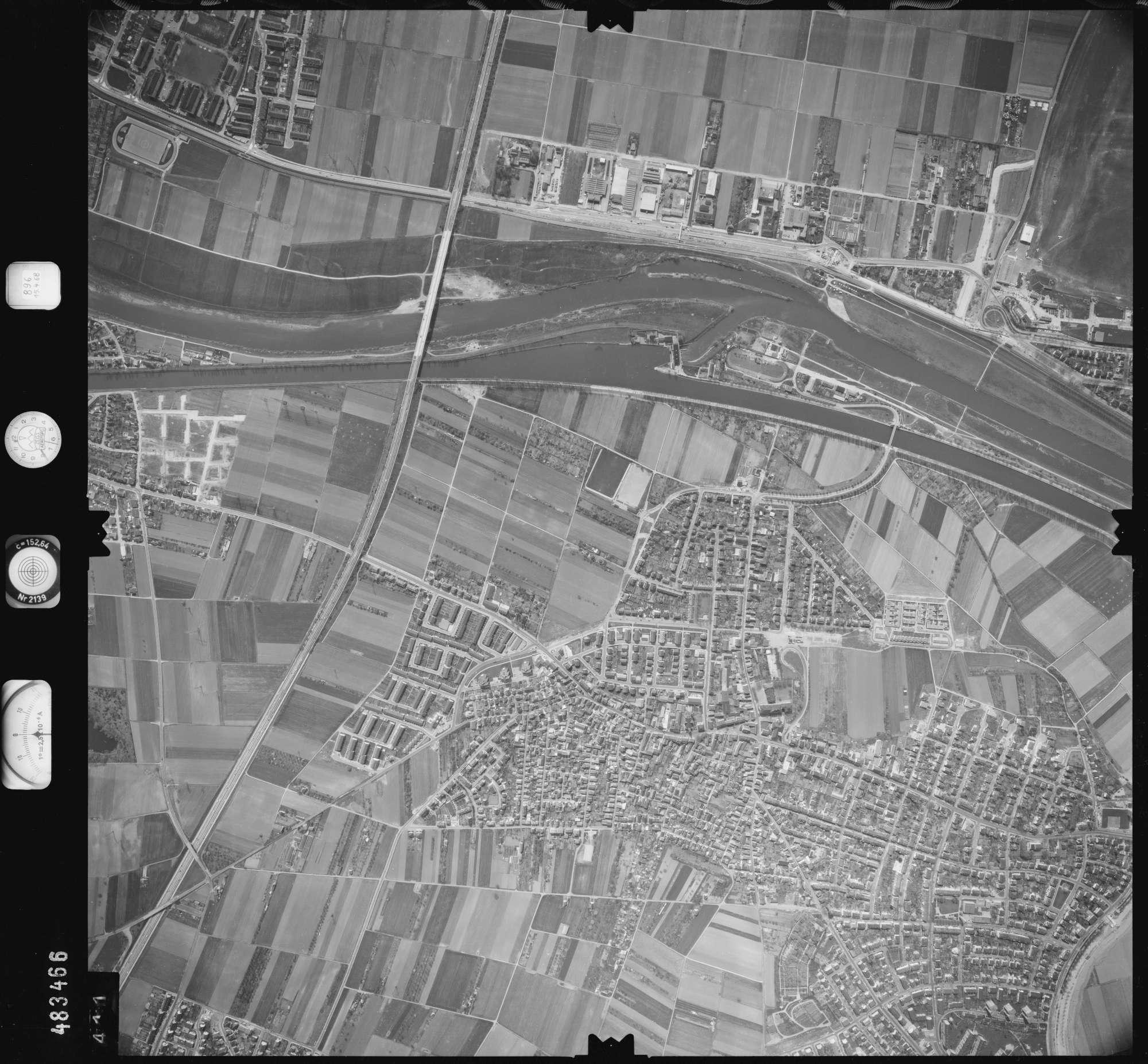 Luftbild: Film 896 Bildnr. 411, Bild 1