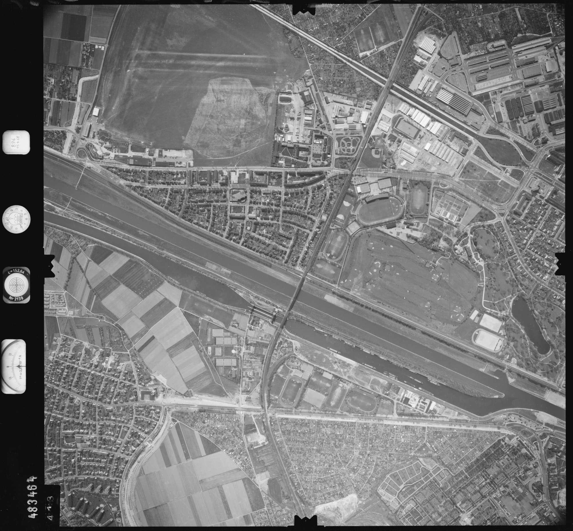 Luftbild: Film 896 Bildnr. 413, Bild 1