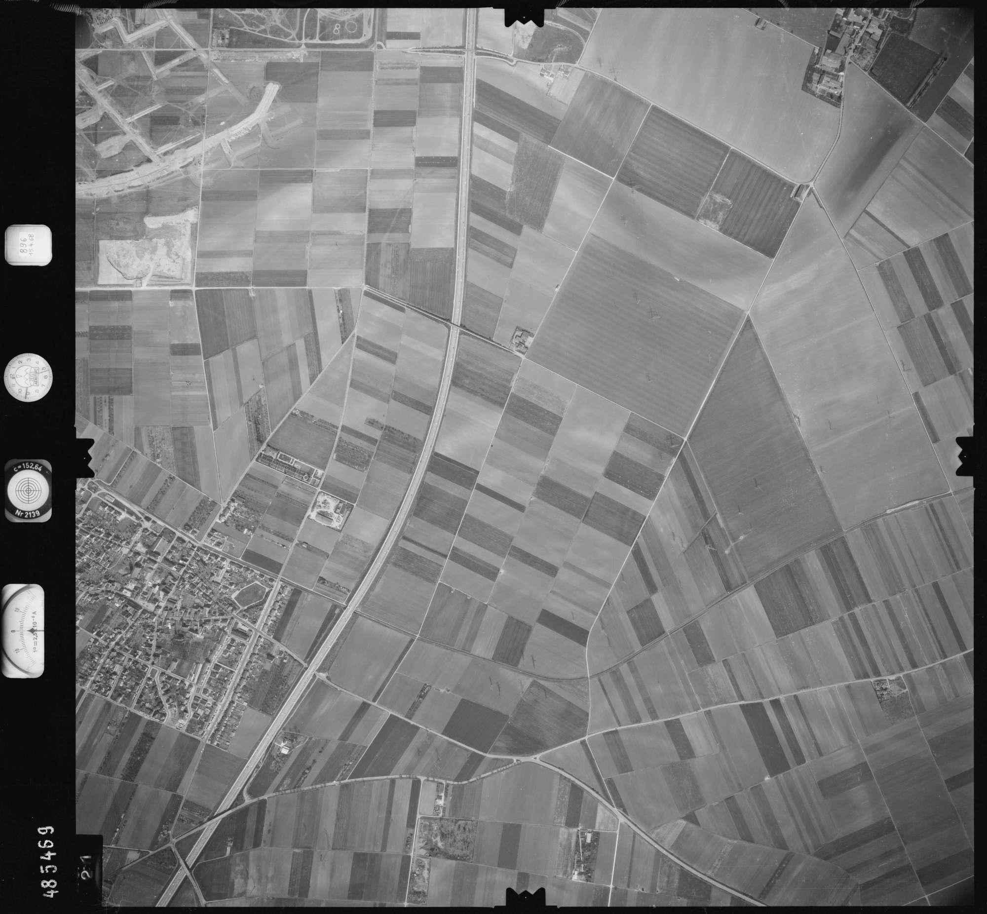 Luftbild: Film 896 Bildnr. 421, Bild 1