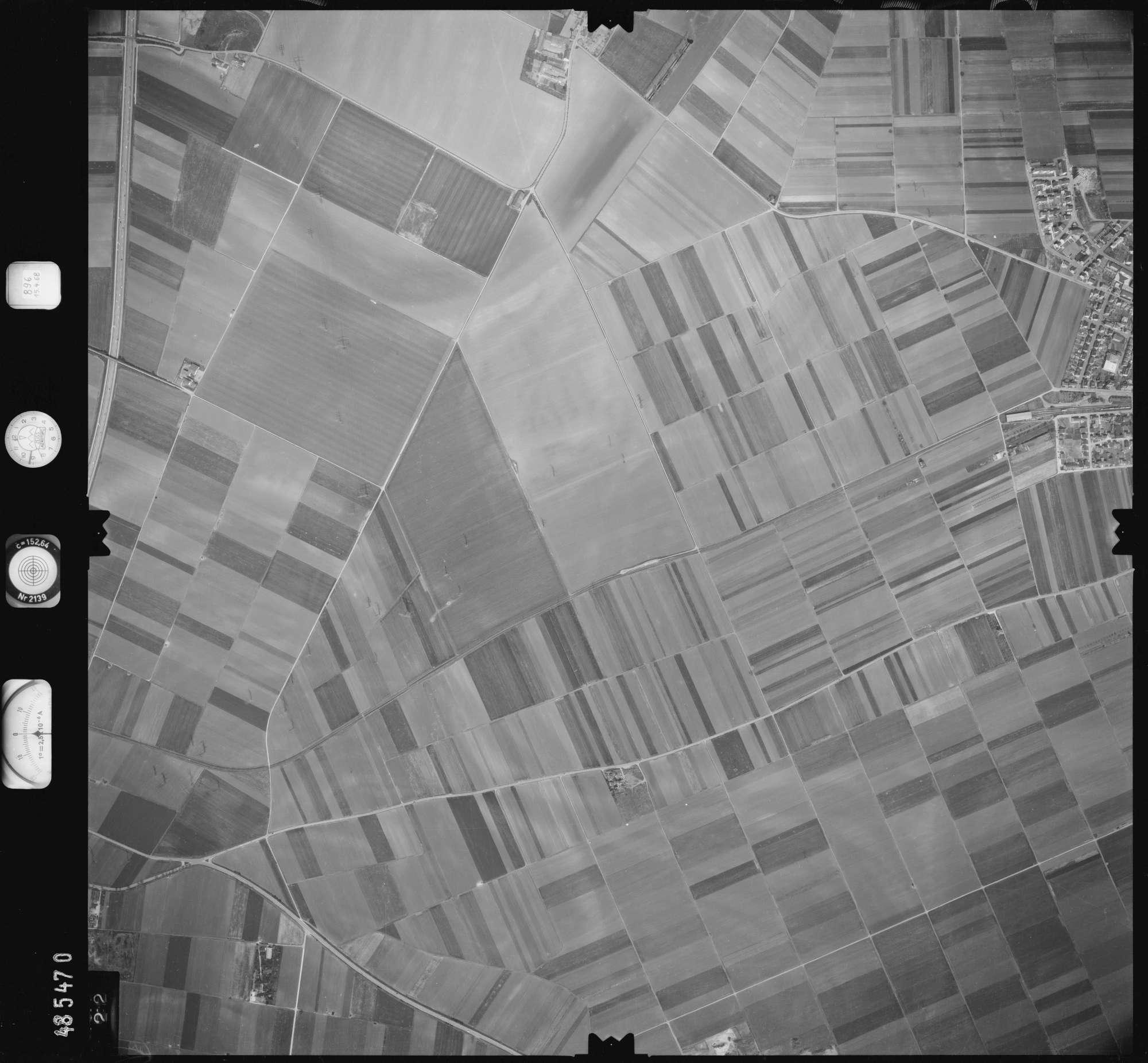 Luftbild: Film 896 Bildnr. 422, Bild 1
