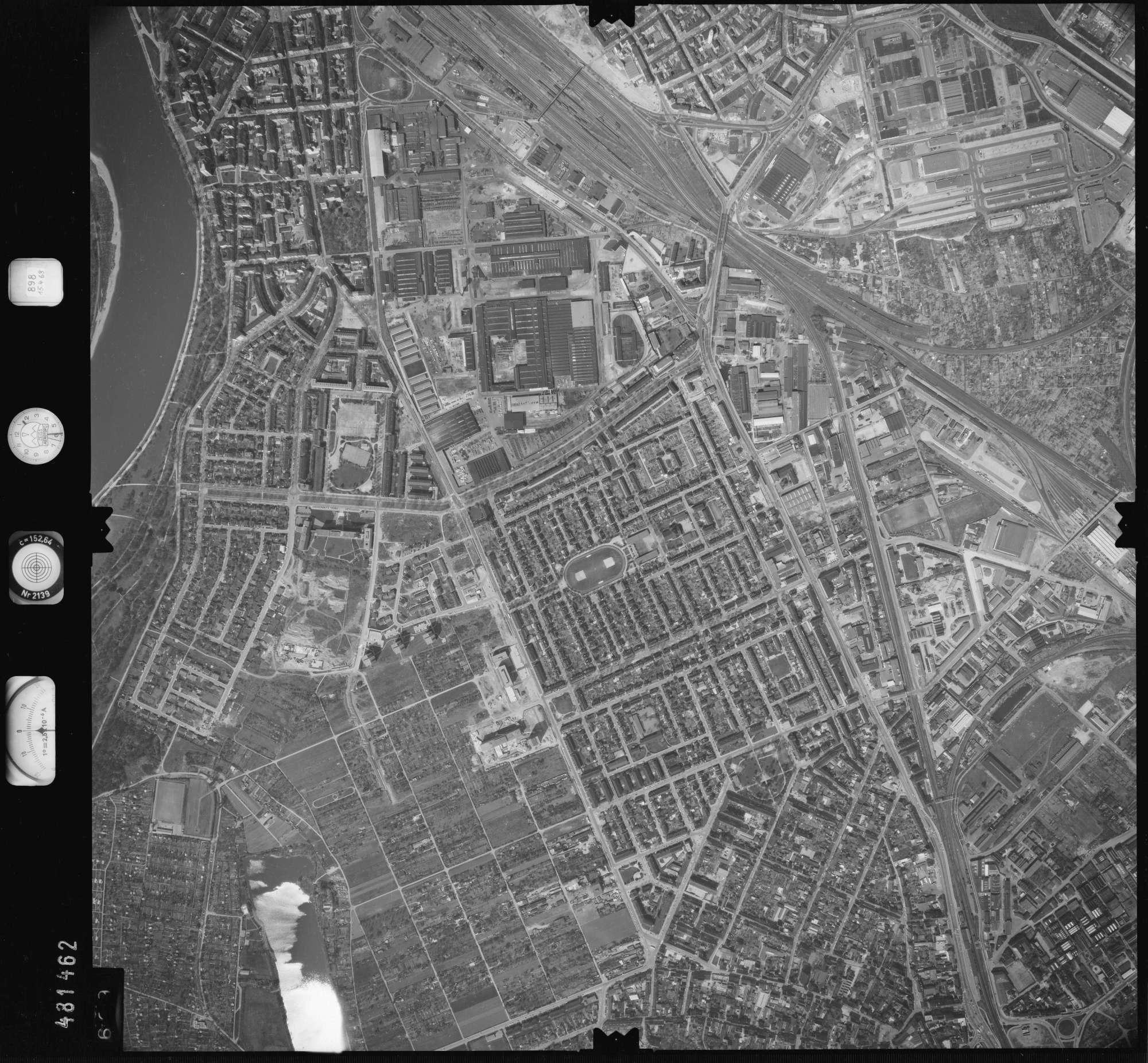 Luftbild: Film 898 Bildnr. 699, Bild 1