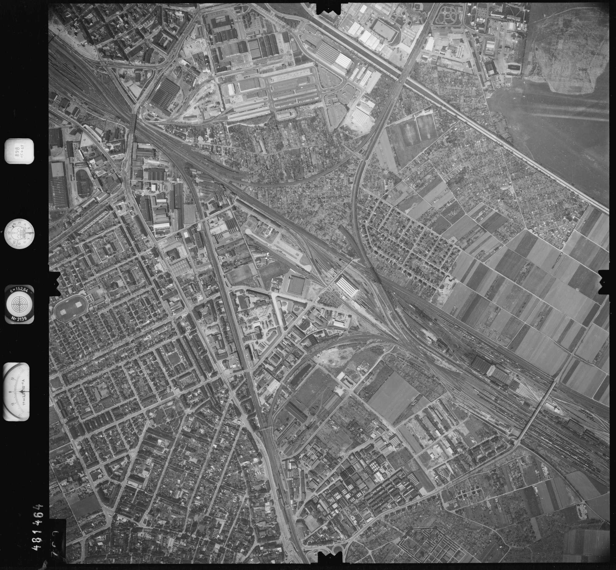 Luftbild: Film 898 Bildnr. 700, Bild 1