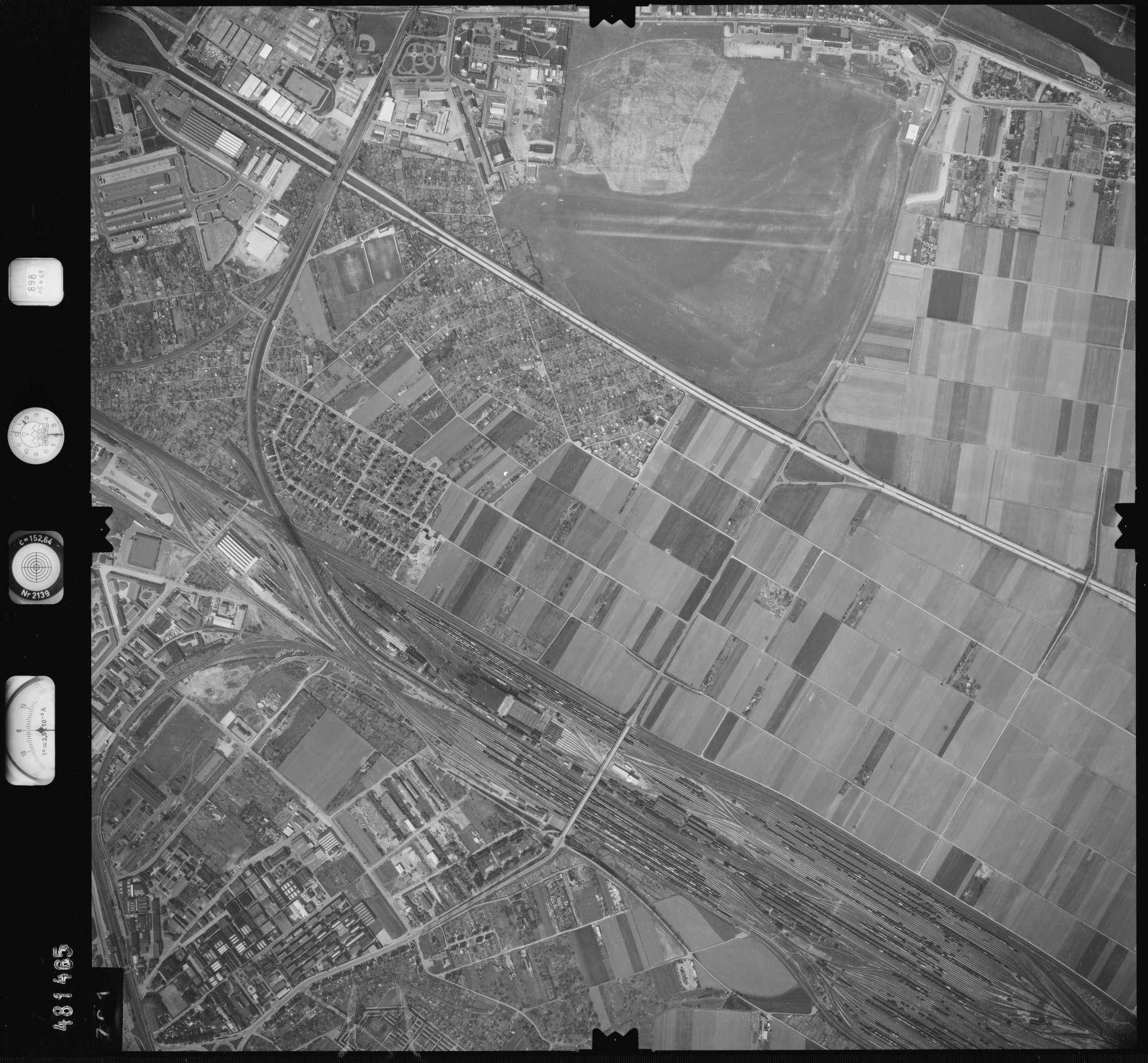 Luftbild: Film 898 Bildnr. 701, Bild 1