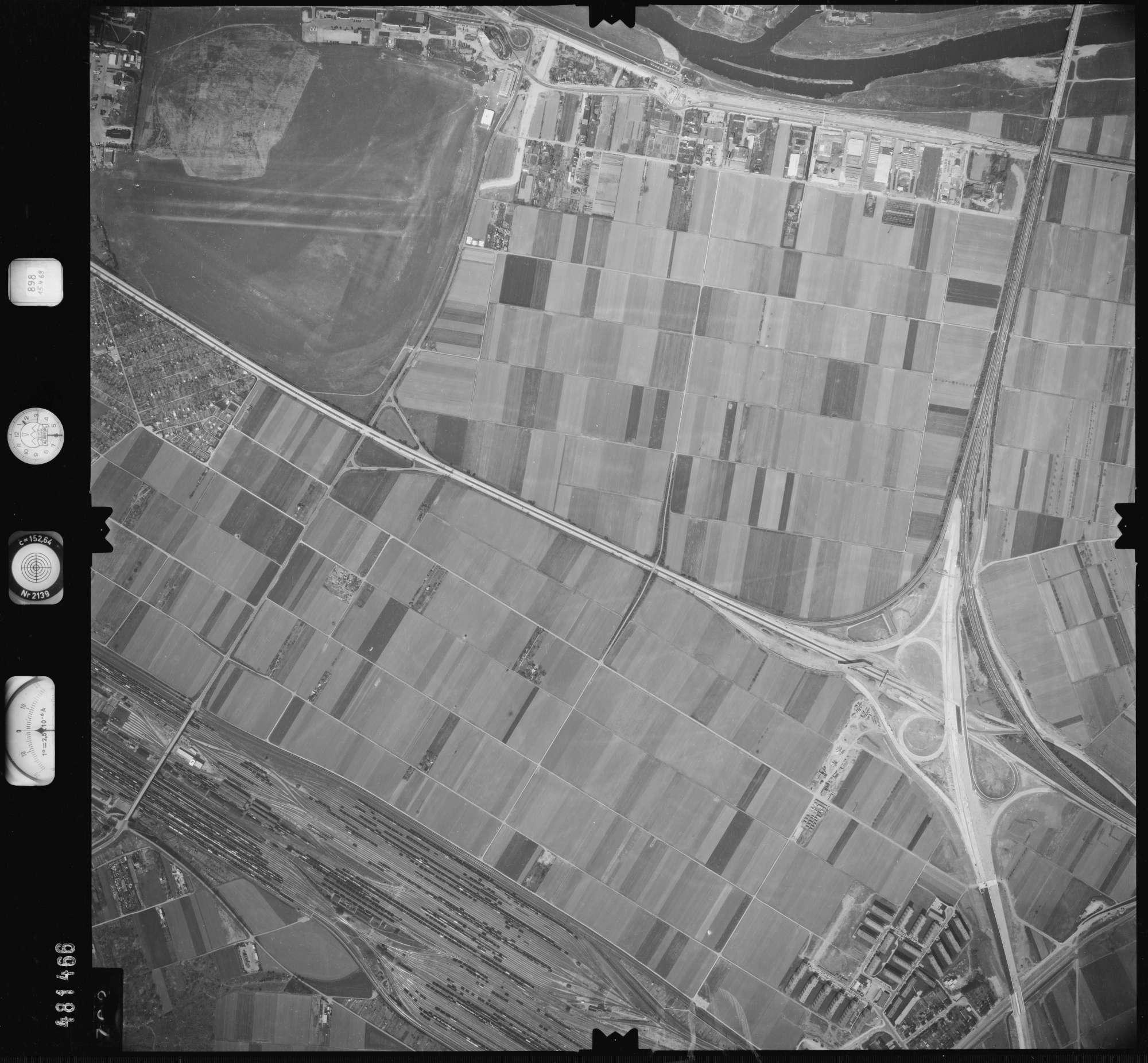 Luftbild: Film 898 Bildnr. 702, Bild 1