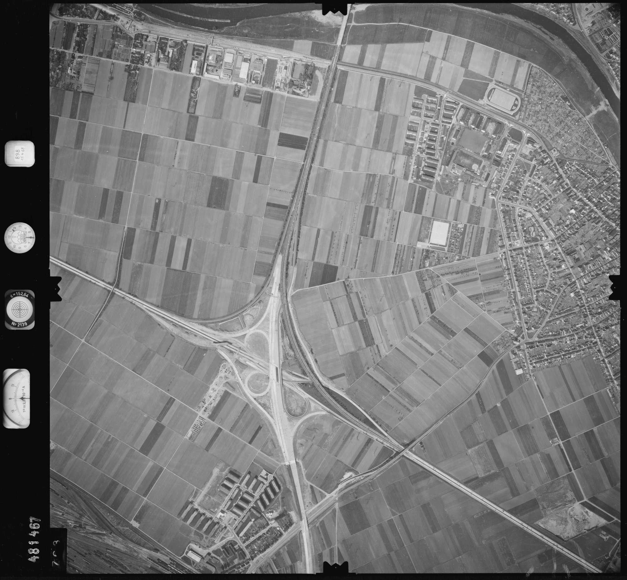 Luftbild: Film 898 Bildnr. 703, Bild 1