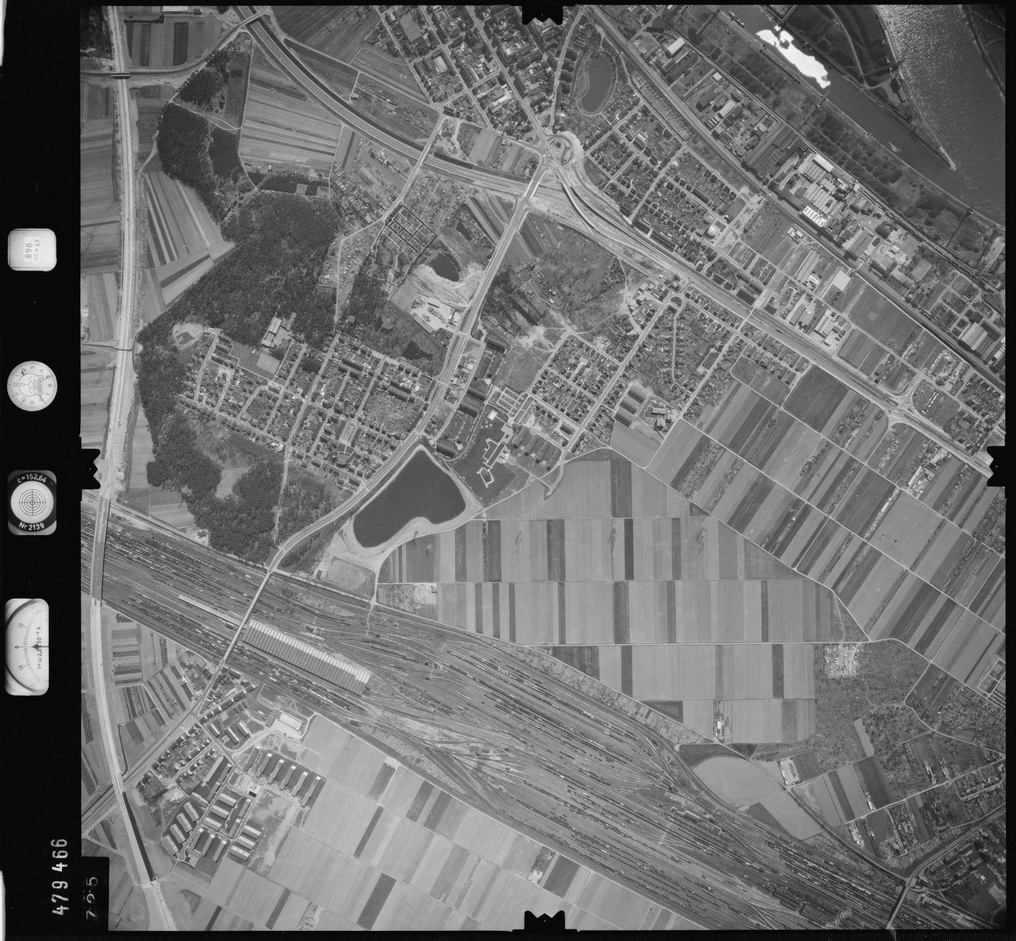 Luftbild: Film 898 Bildnr. 725, Bild 1